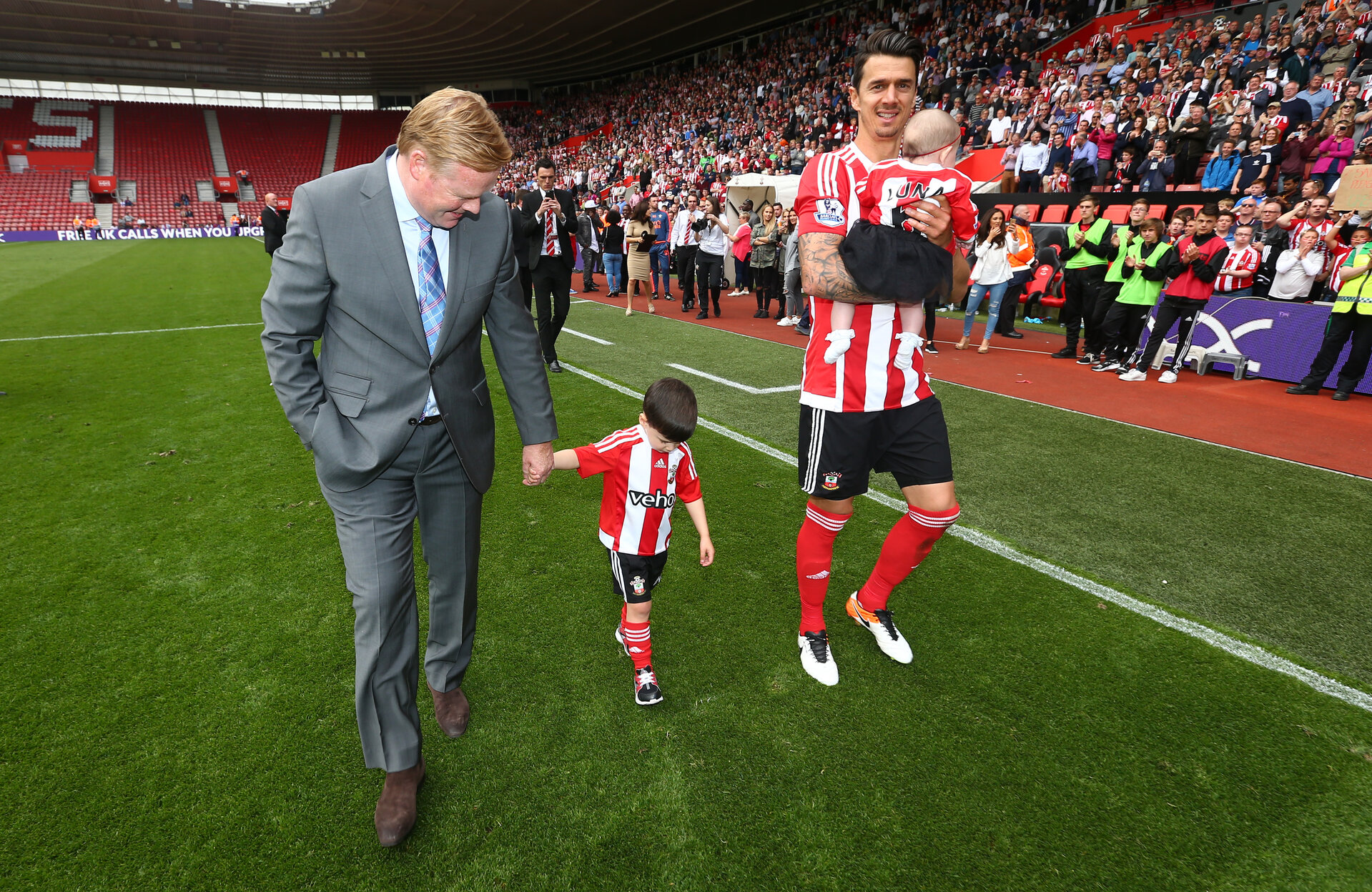 Ronald Koeman and Jose Fonte during the Barclays Premier League match between Southampton and Crystal Palace at St Mary's Stadium, Southampton, England on 15 May 2016.