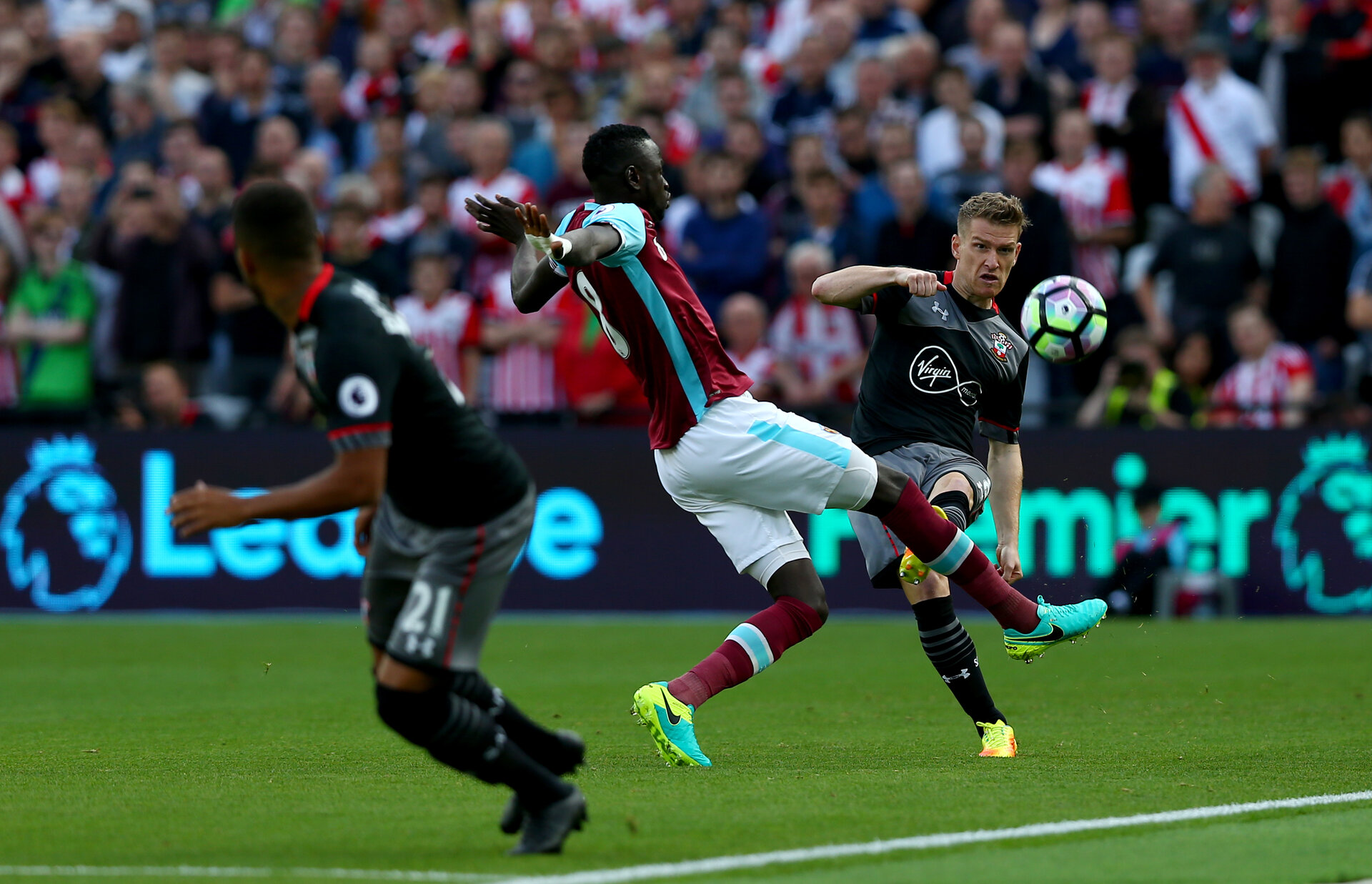 Steven Davis during the Premier League match between West Ham United and Southampton at Queen Elizabeth Olympic Park, London, United Kingdom on 25 September 2016. Photo by Matt Watson/SFC/Digital South.