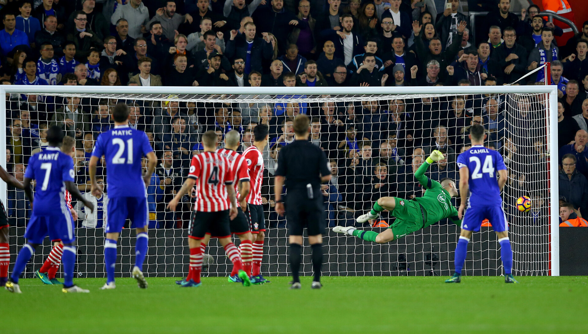 Diego Costa beats Fraser Forster to score Chelsea's second during the Premier League match between Southampton and Chelsea at St Mary's Stadium, Southampton, England on 30 October 2016. Photo by Matt Watson/SFC/Digital South.