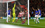 Charlie Austin scores during the Premier League match between Southampton and Everton at St Mary's Stadium, Southampton, England on 27 November 2016. Photo by Matt  Watson/SFC/Digital South.