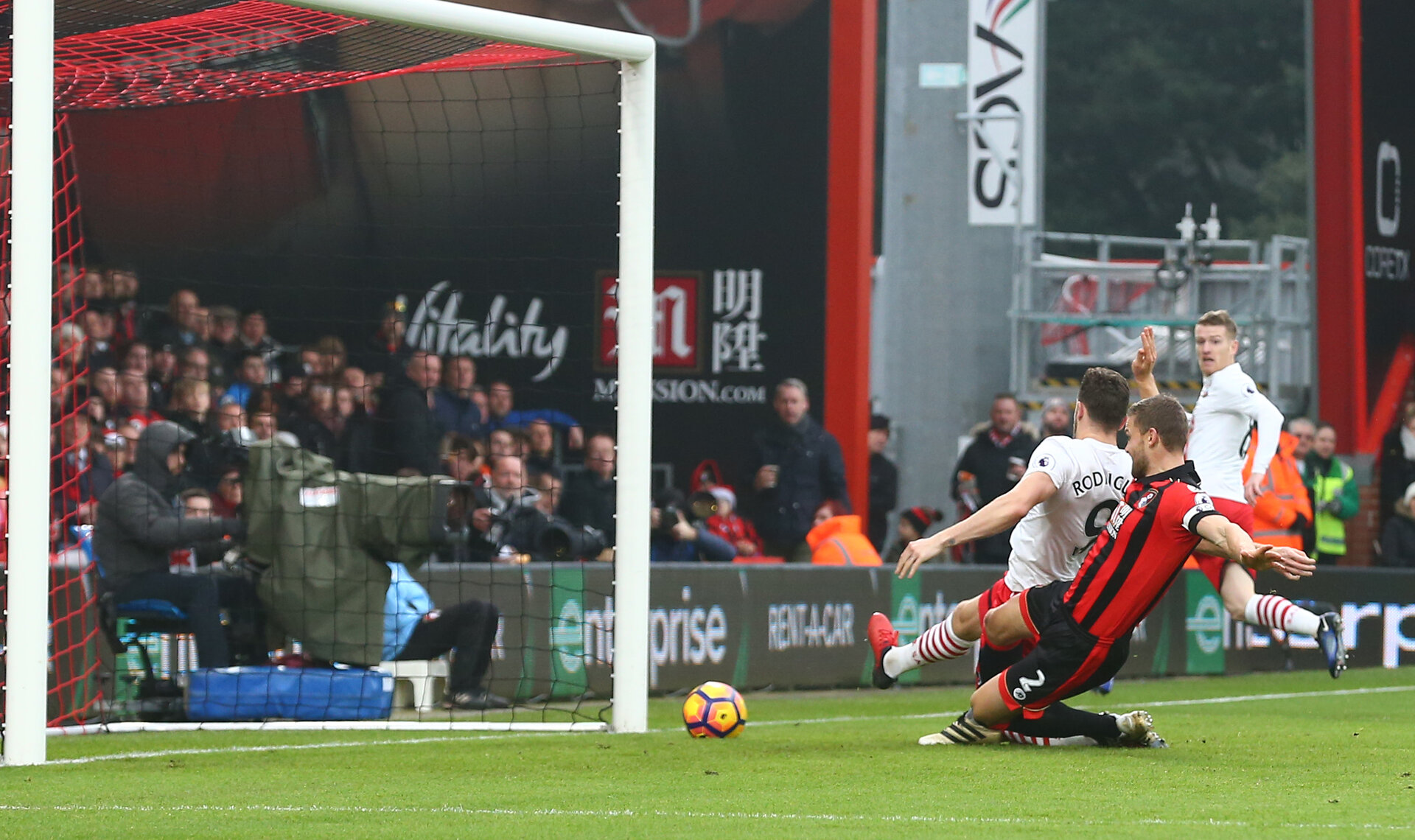 Jay Rodriguez scores during the Premier League match between Bournemouth and Southampton at Vitality Stadium, Bournemouth, England on 18 December 2016. Photo by Matt  Watson/SFC/Digital South.