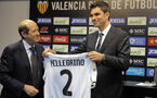 Valencia?s new coach Argentinian Mauricio Pellegrino (R) holds his new jersey next to Valencia's President Manuel LLorente during his official presentacion on June 5, 2012 in Valencia. AFP PHOTO / JOSE JORDAN        (Photo credit should read JOSE JORDAN/AFP/GettyImages)