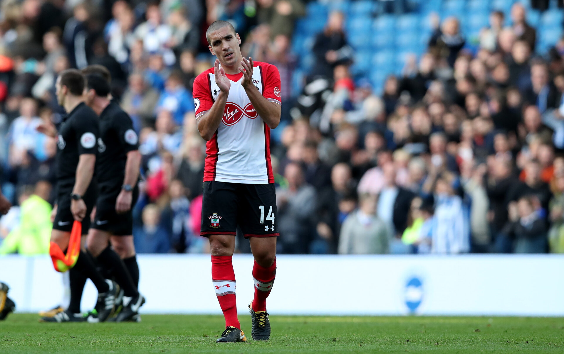 BRIGHTON, ENGLAND - OCTOBER 29: Oriol Romeu during the Premier League match between Brighton and Hove Albion and Southampton at the Amex Stadium on October 29, 2017 in Brighton, England. (Photo by Matt Watson/Southampton FC via Getty Images)