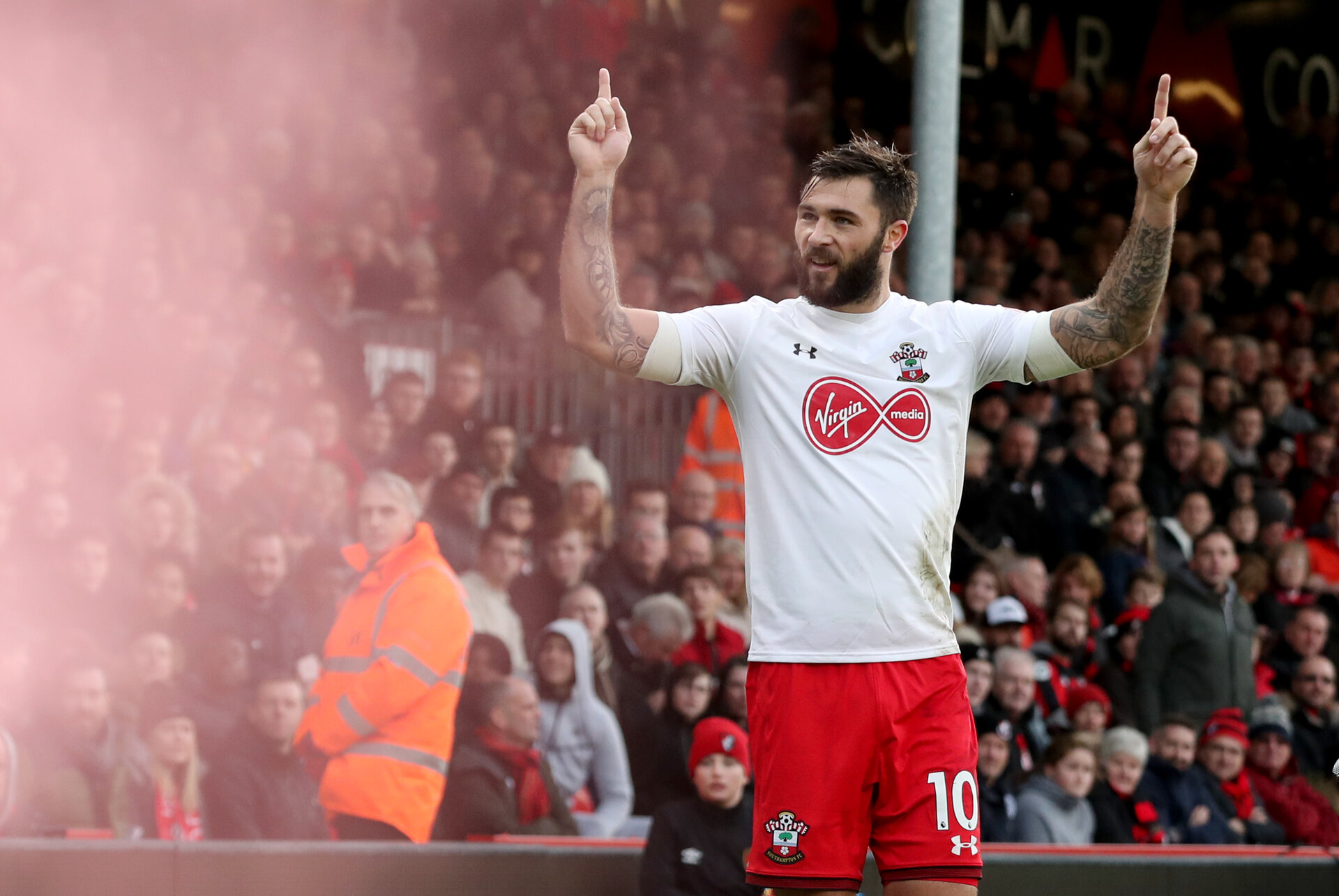 BOURNEMOUTH, ENGLAND - DECEMBER 03: Southampton's Charlie Austin celebrates after equalising during the Premier League match between AFC Bournemouth and Southampton at the Vitality Stadium on December 3, 2017 in Bournemouth, England. (Photo by Matt Watson/Southampton FC via Getty Images)