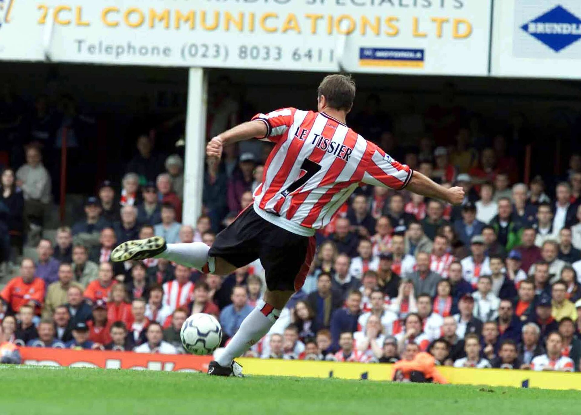 .. Last Premier league game at the Dell which is to be replaced by new St Marys Stadium next season ..      Matthew Le Tissier  scores the last league Goal at The Dell  to Win the Saints v Arsenal match