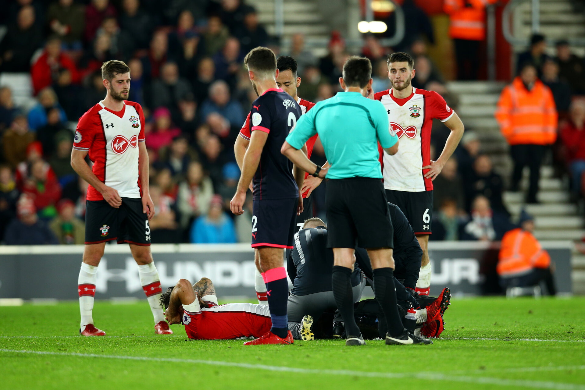 SOUTHAMPTON, ENGLAND - DECEMBER 23: Charlie Austin of Southampton FC goes down injured during the Premier League match between Southampton and Huddersfield Town at St Mary's Stadium on December 23, 2017 in Southampton, England. (Photo by James Bridle - Southampton FC/Southampton FC via Getty Images)