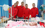Southampton FC players and staff visit Southampton General Hospital, 3rd April 2018, L to R, Oriol Romeu, Alex McCarthy, Jan Bednarek, Jeremy Pied and Steven Davis