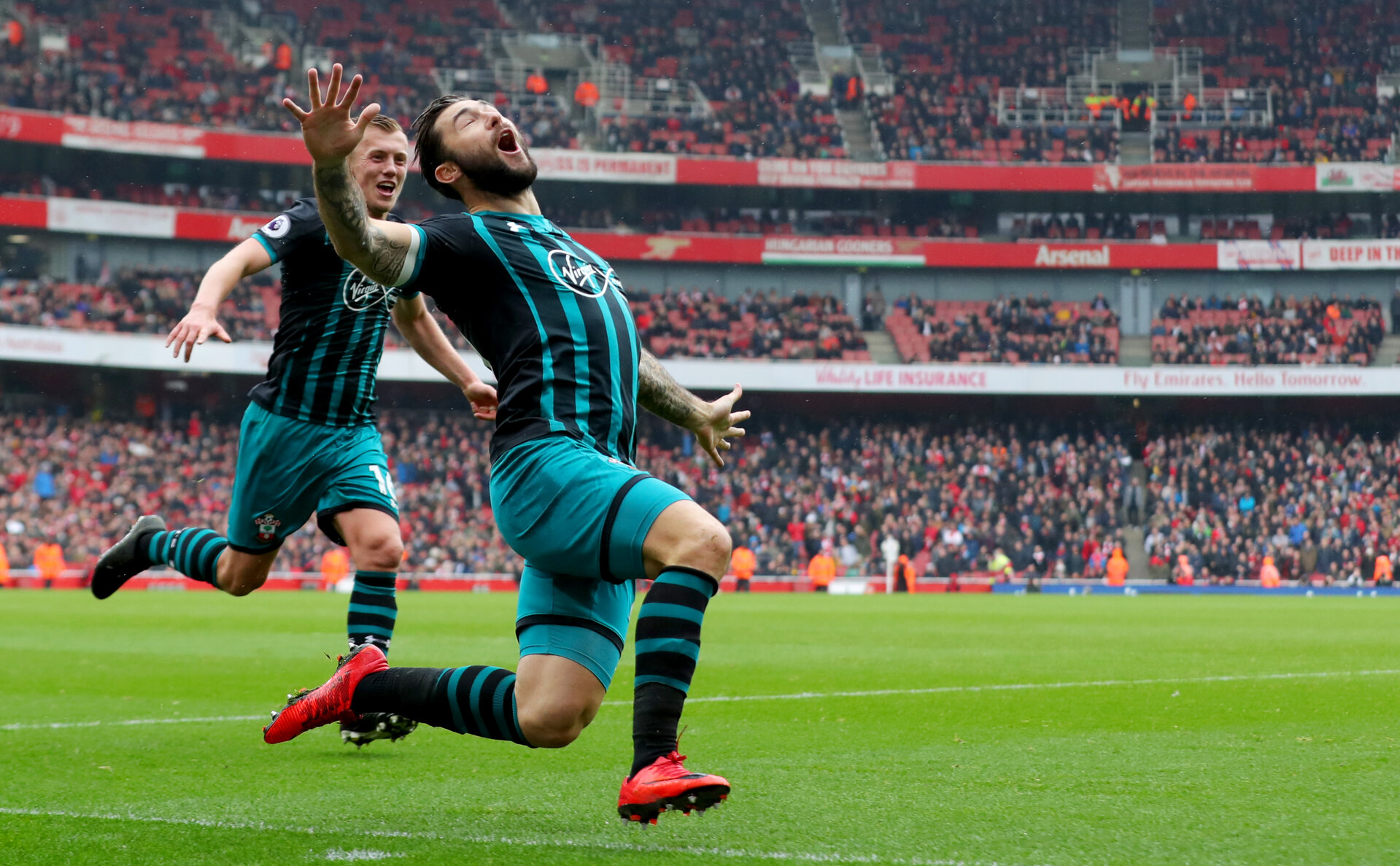 LONDON, ENGLAND - APRIL 08: Charlie Austin of Southampton celebrates after equalising during the Premier League match between Arsenal and Southampton at Emirates Stadium on April 8, 2018 in London, England. (Photo by Matt Watson/Southampton FC via Getty Images)