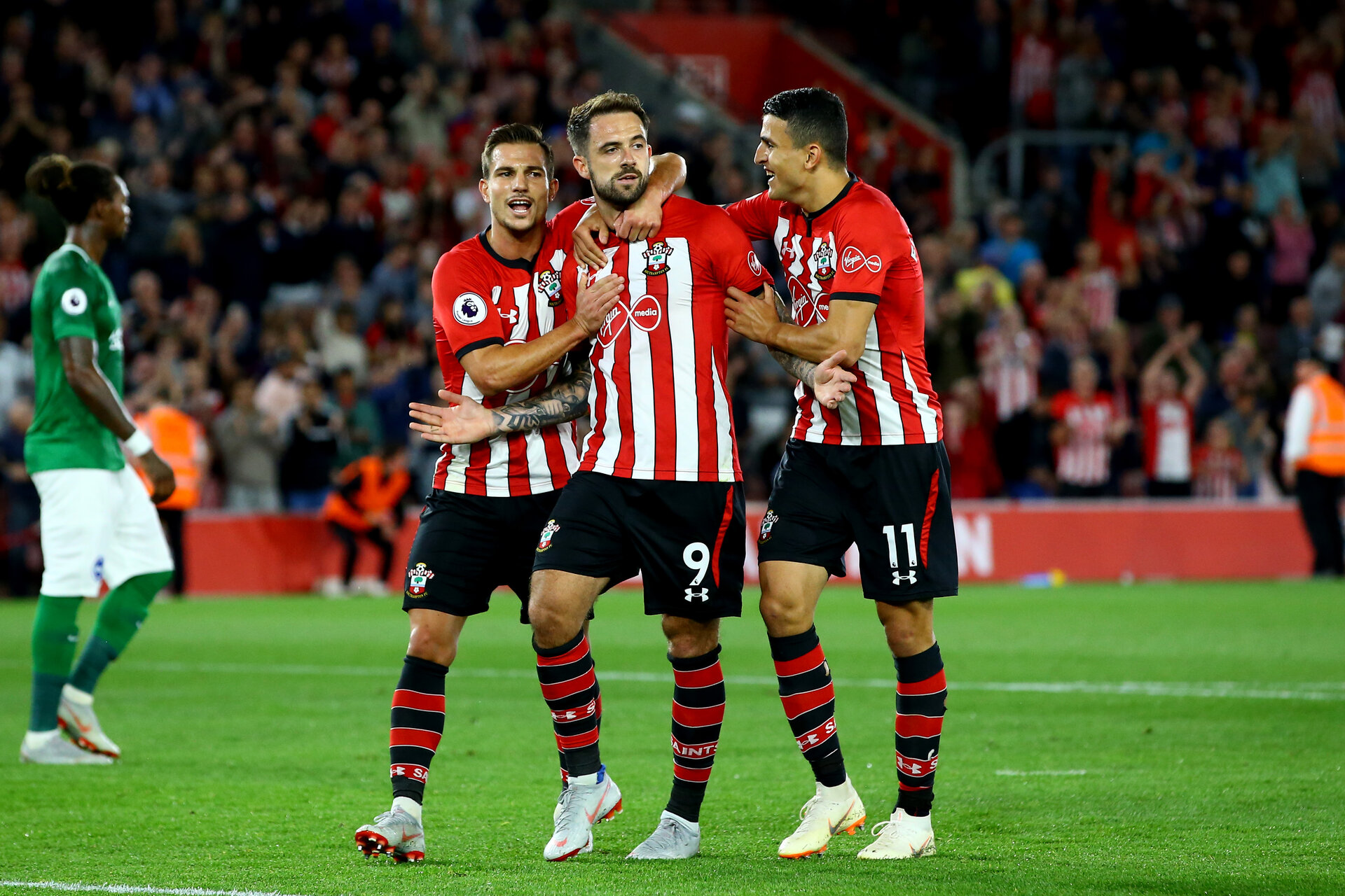 SOUTHAMPTON, ENGLAND - SEPTEMBER 17: Danny ings (middle) of Southampton FC scores from the penalty spot and celebrates with team matesf2 (left) Mohamed Elyounoussi (right) during the Premier League match between Southampton FC and Brighton & Hove Albion at St Mary's Stadium on September 17, 2018 in Southampton, United Kingdom. (Photo by James Bridle - Southampton FC/Southampton FC via Getty Images)