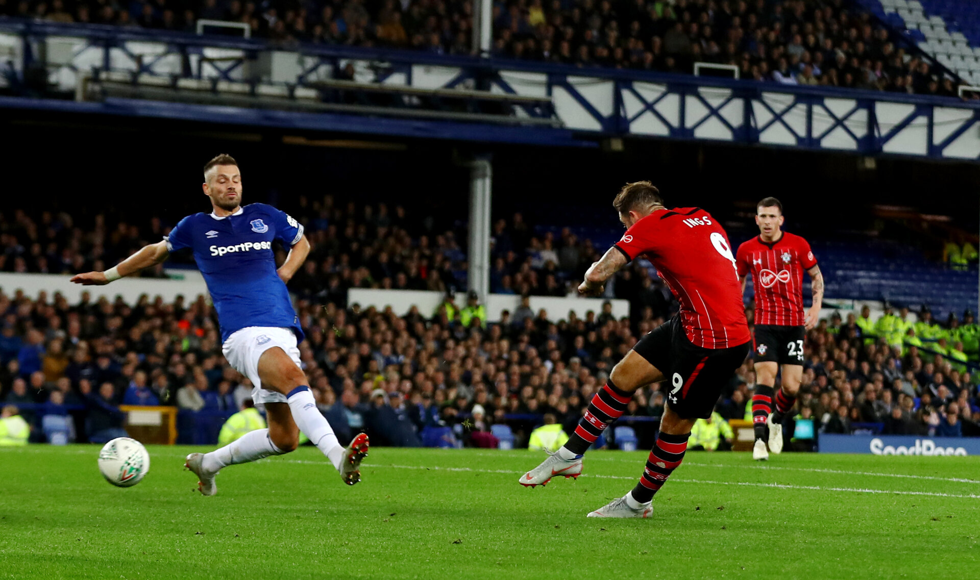 LIVERPOOL, ENGLAND - OCTOBER 02: Danny Ings of Southampton puts his side 1-0 up during the Carabao Cup Third Round match between Everton and Southampton at Goodison Park on October 2nd, 2018 in Liverpool, England. (Photo by Matt Watson/Southampton FC via Getty Images)