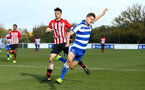 READING, ENGLAND - NOVEMBER 03: Will Ferry (left) during the under 18s Premier league match between Reading FC and Southampton FC, 2018 in Reading, England. (Photo by James Bridle - Southampton FC/Southampton FC via Getty Images)