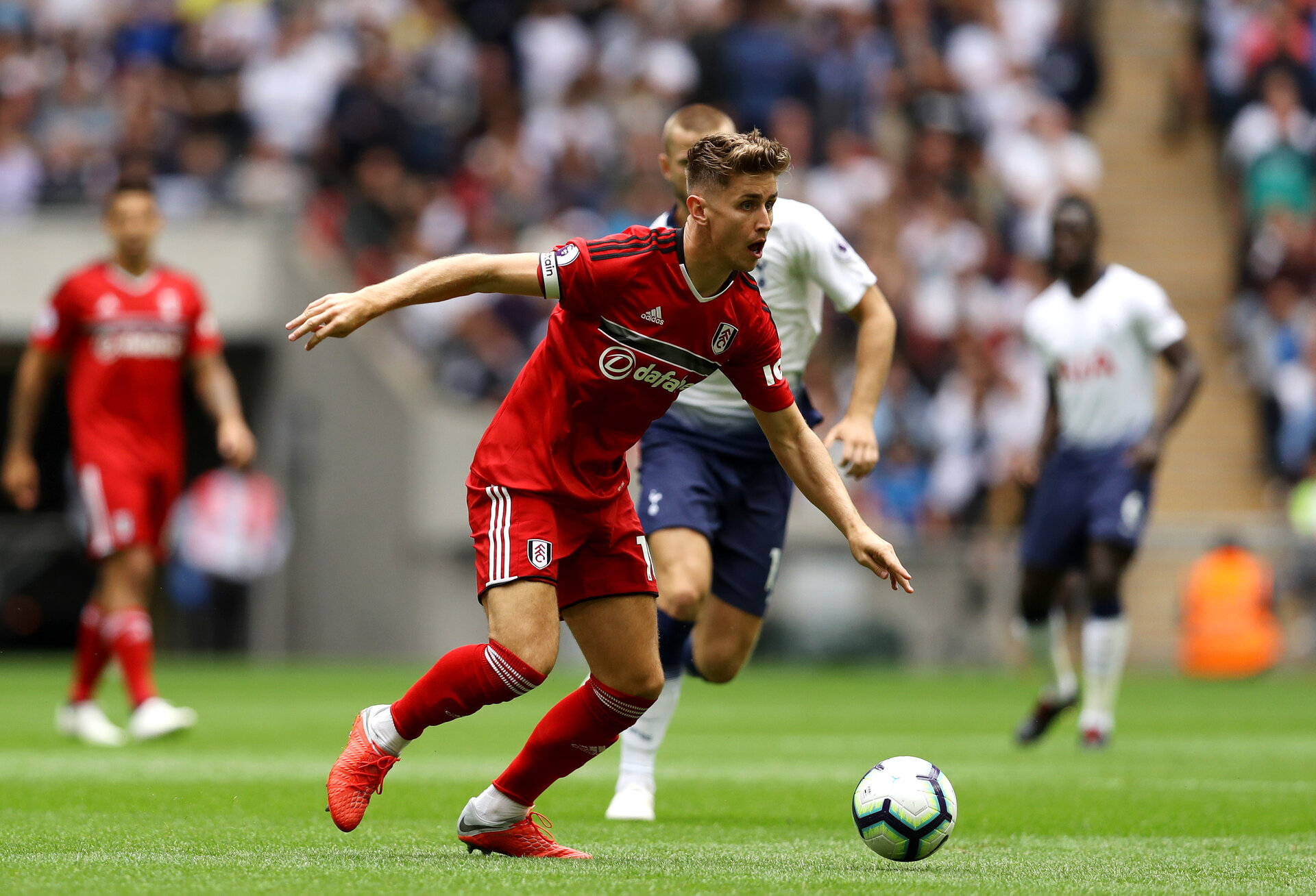 LONDON, ENGLAND - AUGUST 18:  Tom Cairney of Fulham looks to pass the ball during the Premier League match between Tottenham Hotspur and Fulham FC at Wembley Stadium on August 18, 2018 in London, United Kingdom.  (Photo by Dan Istitene/Getty Images)