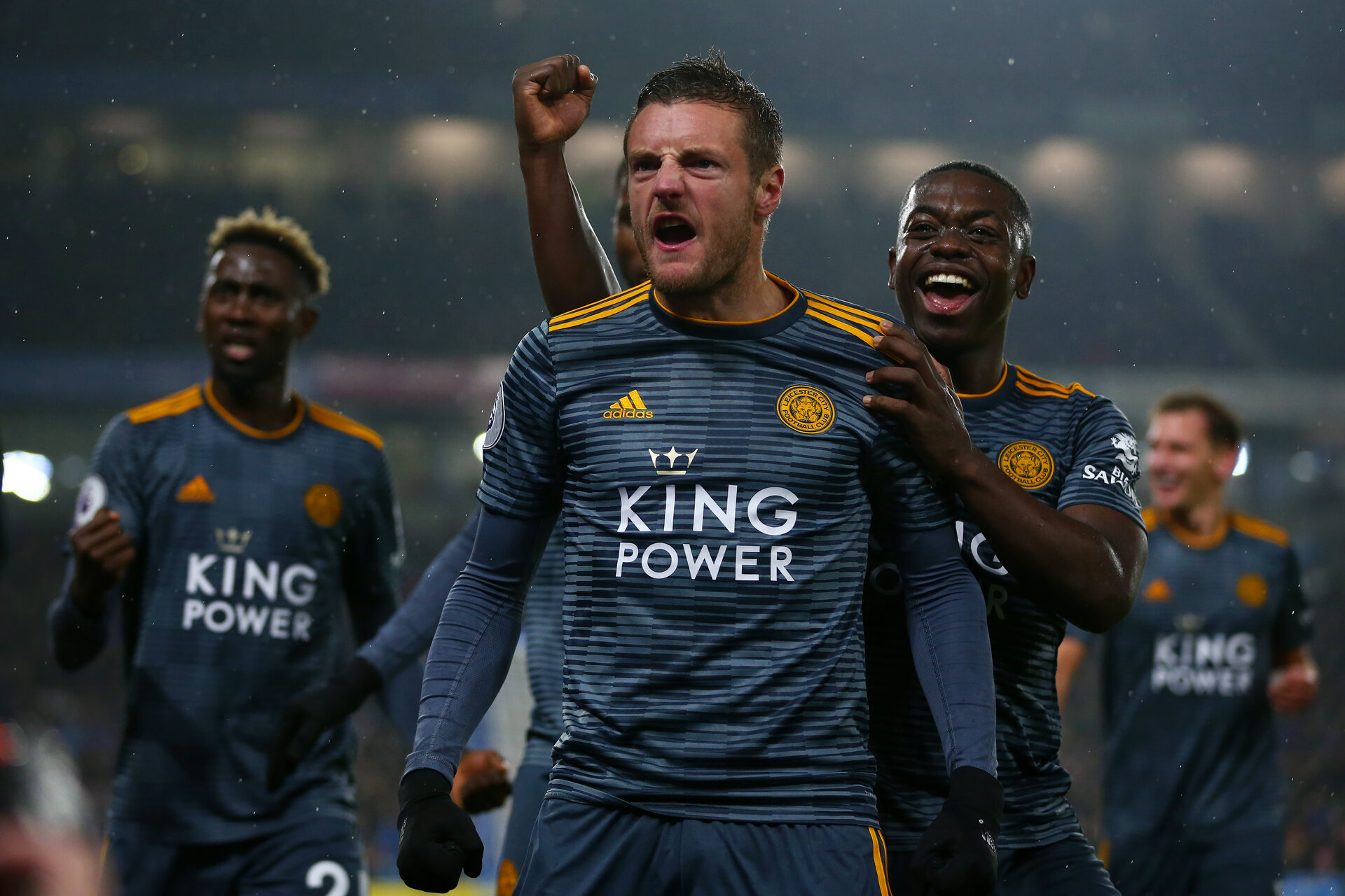 BRIGHTON, ENGLAND - NOVEMBER 24:   Jamie Vardy of Leicester City celebrates with team-mates after scoring his team's first goal from the penalty spot during the Premier League match between Brighton & Hove Albion and Leicester City at American Express Community Stadium on November 24, 2018 in Brighton, United Kingdom. (Photo by Dan Istitene/Getty Images)