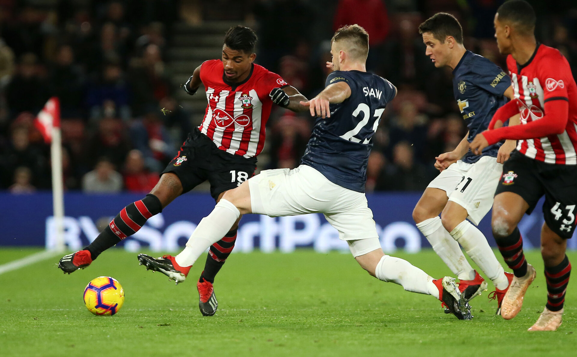 SOUTHAMPTON, ENGLAND - DECEMBER 01: Mario Lemina of Southampton during the Premier League match between Southampton FC and Manchester United at St Mary's Stadium on December 1, 2018 in Southampton, United Kingdom. (Photo by Chris Moorhouse/Southampton FC via Getty Images)