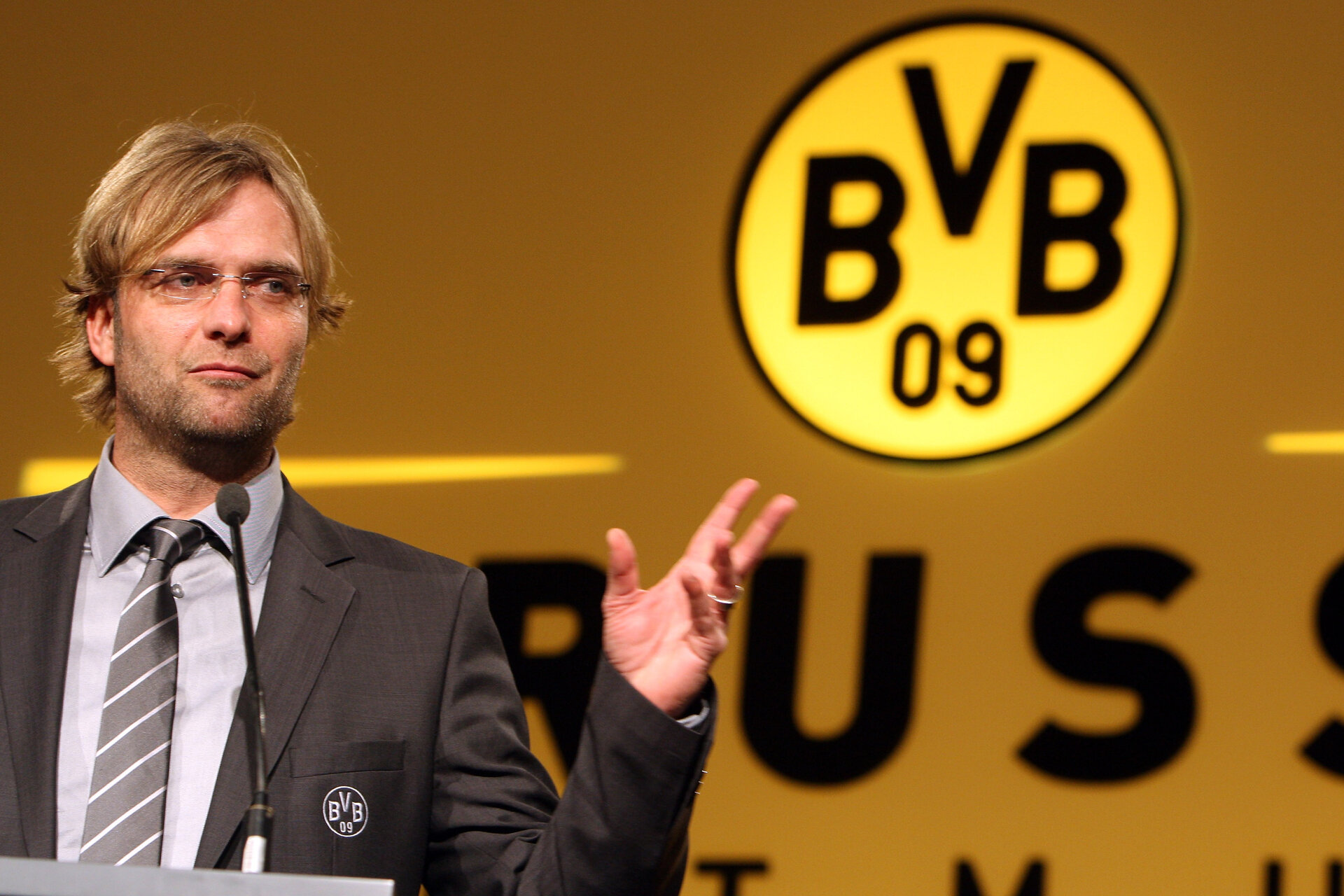 DORTMUND, GERMANY - NOVEMBER 23:  Head coach Juergen Klopp speaks to the audience during the Borussia Dortmund General Annual Meeting at the Westfalenhalle on November 23, 2008 in Dortmund, Germany  (Photo by Patrik Stollarz/Bongarts/Getty Images)