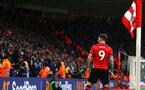 SOUTHAMPTON, ENGLAND - DECEMBER 16: Danny Ings scores and celebrates (right) during the Premier League match between Southampton FC and Arsenal FC at St Mary's Stadium on December 16, 2018 in Southampton, United Kingdom. (Photo by James Bridle - Southampton FC/Southampton FC via Getty Images)