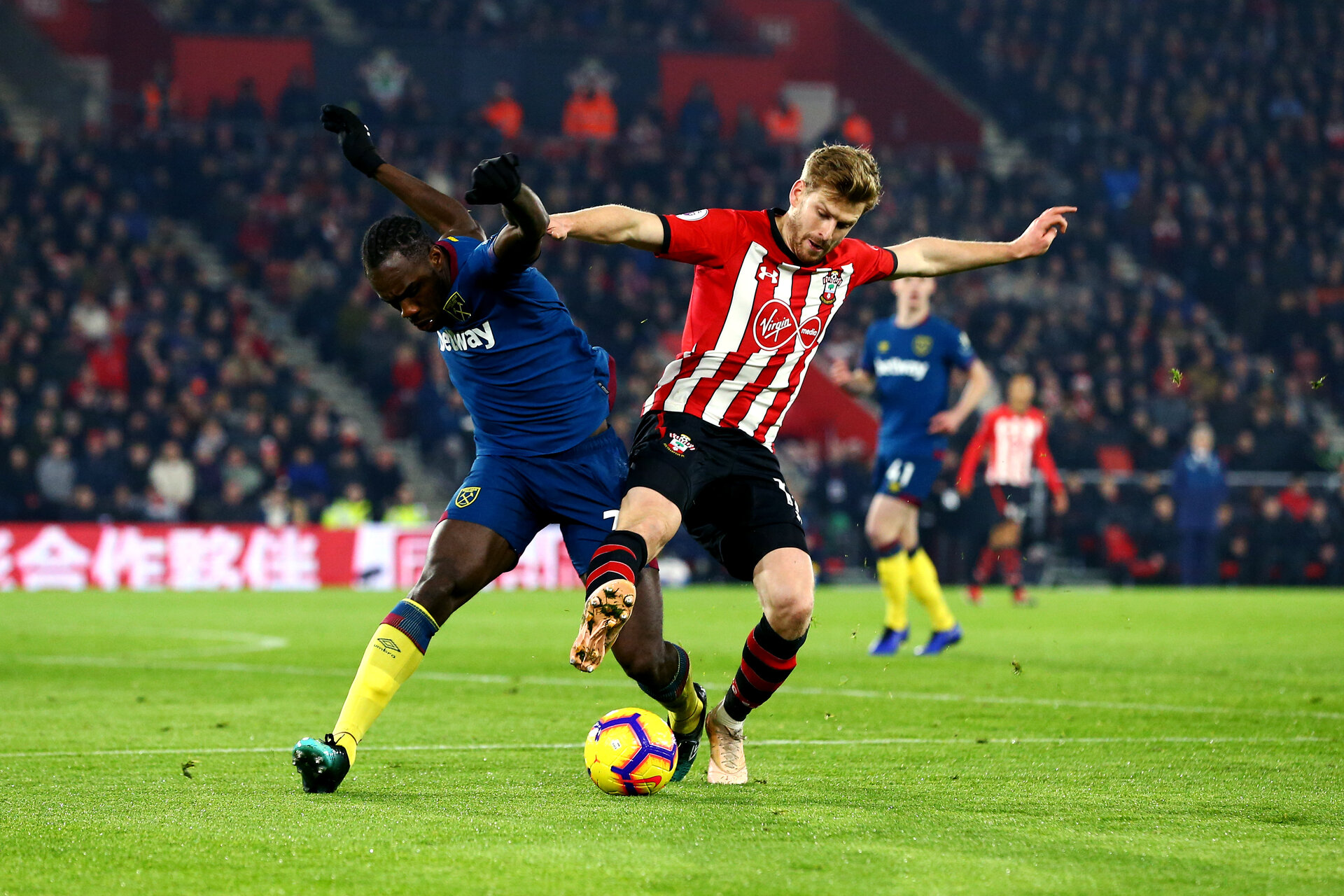SOUTHAMPTON, ENGLAND - DECEMBER 27: Stuart Armstrong of Southampton FC (right) during the Premier League match between Southampton FC and West Ham United at St Mary's Stadium on December 27, 2018 in Southampton, United Kingdom. (Photo by James Bridle - Southampton FC/Southampton FC via Getty Images)