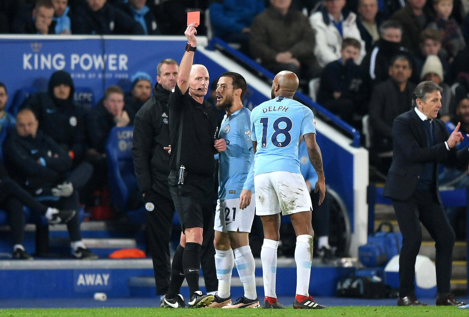 LEICESTER, ENGLAND - DECEMBER 26:  Fabian Delph of Manchester City is shown a red card by referee Mike Dean during the Premier League match between Leicester City and Manchester City at The King Power Stadium on December 26, 2018 in Leicester, United Kingdom.  (Photo by Shaun Botterill/Getty Images)