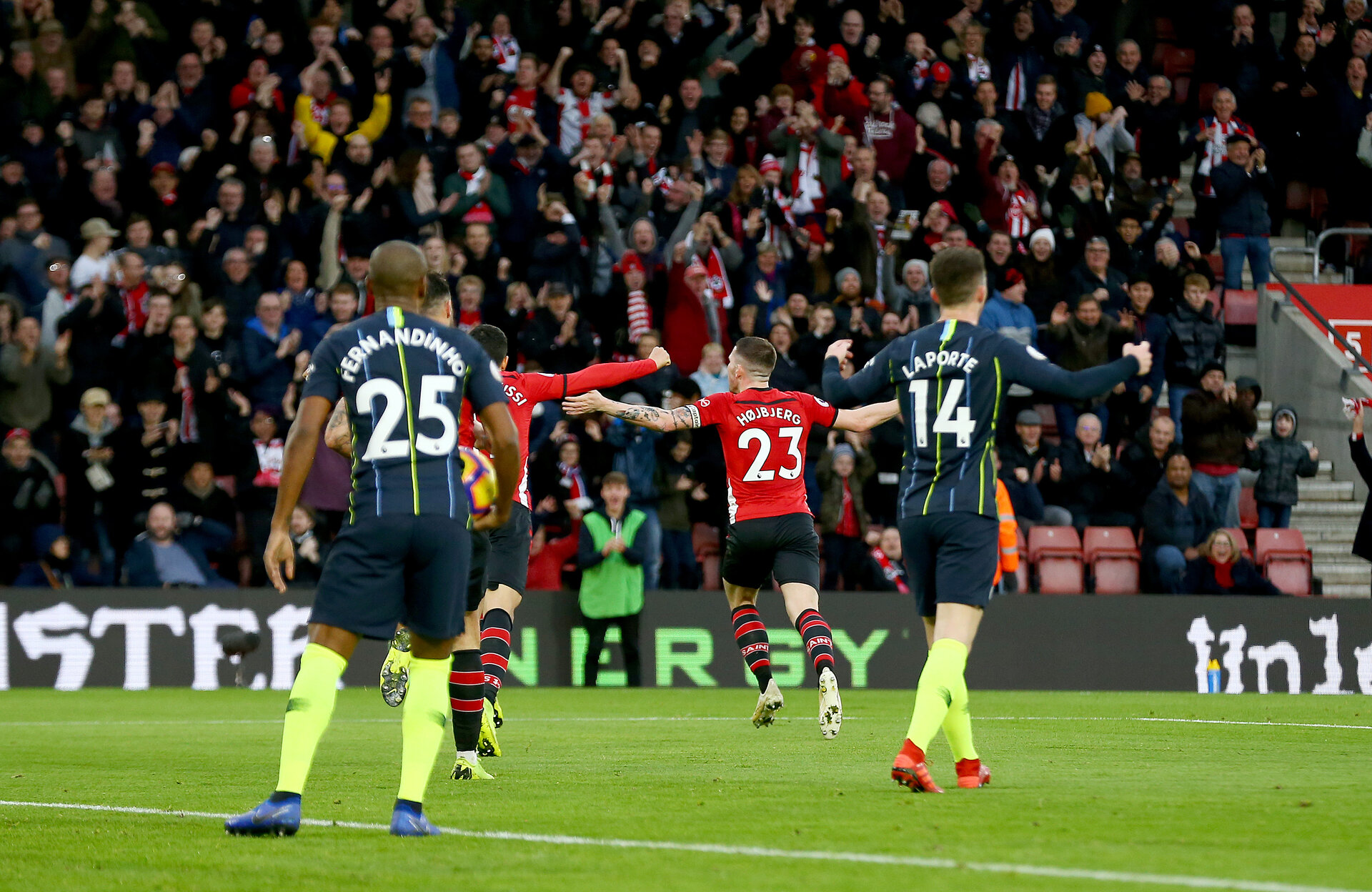 SOUTHAMPTON, ENGLAND - DECEMBER 30:  Pierre-Emile Hojbjerg of Southampton celebrates after making it  during the Premier League match between Southampton FC and Manchester City at St Mary's Stadium on December 30, 2018 in Southampton, United Kingdom. (Photo by Matt Watson/Southampton FC via Getty Images)