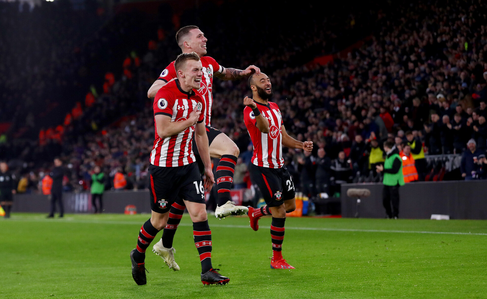 SOUTHAMPTON, ENGLAND - JANUARY 19: James Ward-Prowse(L) of Southampton celebrates with Pierre-Emile Hojbjerg(centre) and Nathan Redmond(R) after opening the scoring during the Premier League match between Southampton FC and Everton FC at St Mary's Stadium on January 19, 2019 in Southampton, United Kingdom. (Photo by Matt Watson/Southampton FC via Getty Images)