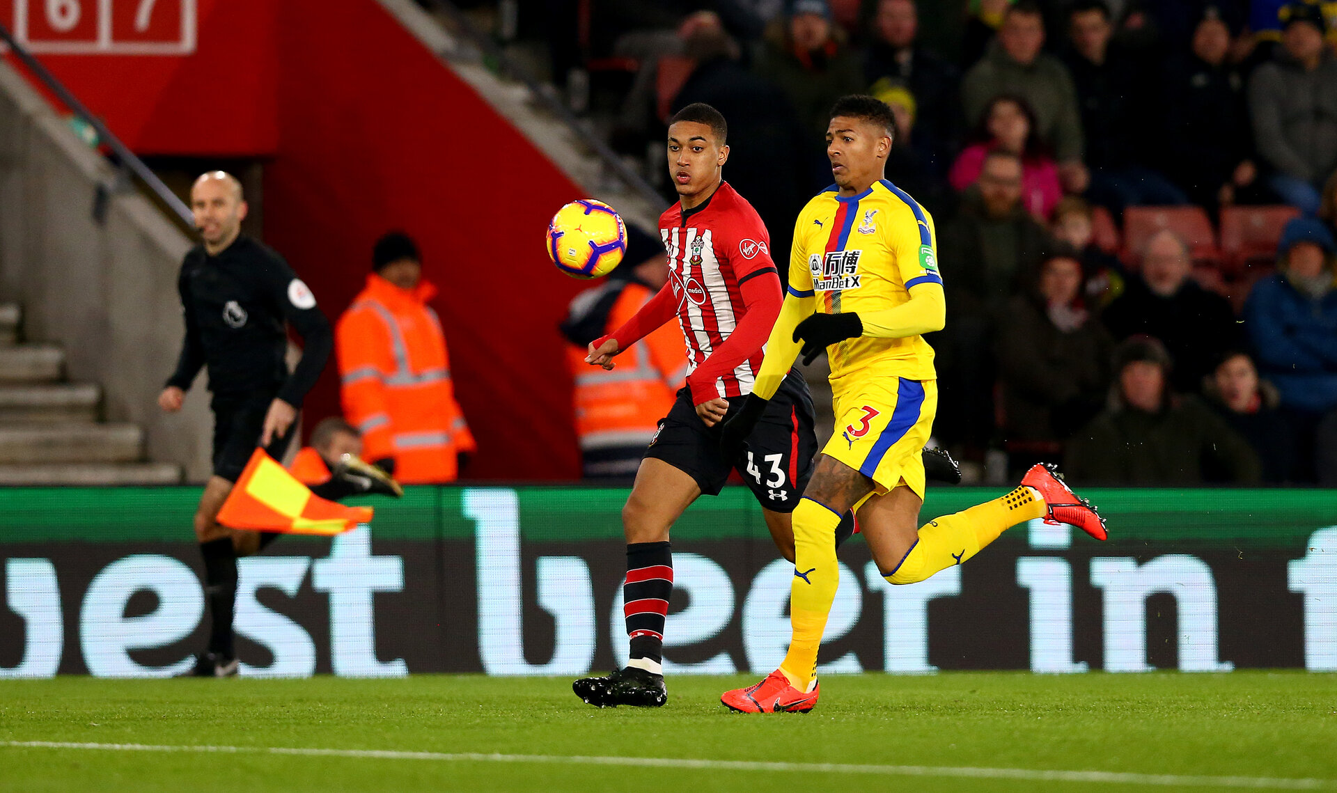 SOUTHAMPTON, ENGLAND - JANUARY 30: Yan Valery(L) of Southampton and Patrick van Aanholt of Crystal Palace during the Premier League match between Southampton FC and Crystal Palace at St Mary's Stadium on January 30, 2019 in Southampton, United Kingdom. (Photo by Matt Watson/Southampton FC via Getty Images)