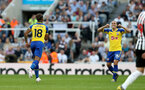 NEWCASTLE UPON TYNE, ENGLAND - APRIL 20: Mario Lemina(L) of Southampton after scoring to make it 2-1 during the Premier League match between Newcastle United and Southampton FC at St. James Park on April 20, 2019 in Newcastle upon Tyne, United Kingdom. (Photo by Matt Watson/Southampton FC via Getty Images)