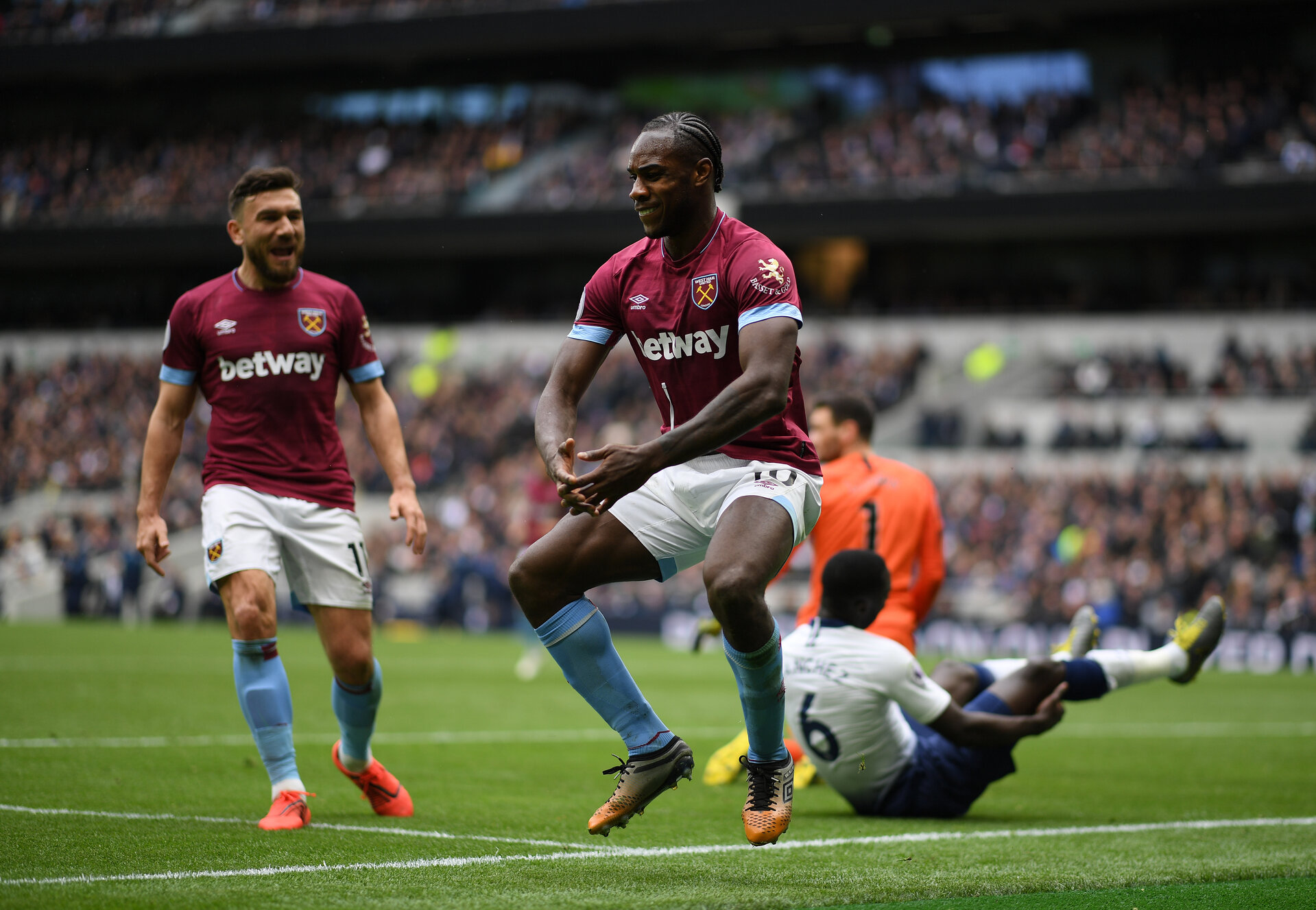 LONDON, ENGLAND - APRIL 27:  Michail Antonio of West Ham United celebrates after scoring his team's first goal during the Premier League match between Tottenham Hotspur and West Ham United at Tottenham Hotspur Stadium on April 27, 2019 in London, United Kingdom. (Photo by Shaun Botterill/Getty Images)