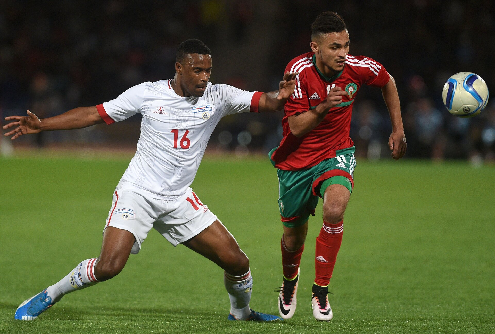 Morocco's Boufal Soufiane (R) and Cape Verde's Tiago Almeida vie for the ball during their African Cup of Nations group F qualification match between Morocco and Cape Verde in Marrakesh on March 29, 2016. / AFP / FADEL SENNA        (Photo credit should read FADEL SENNA/AFP/Getty Images)