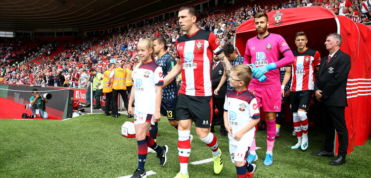 SOUTHAMPTON, ENGLAND - AUGUST 03: Pierre-Emile Hojbjerg of Southampton leads the teams out with the matchday mascots during the Pre-Season Friendly match between Southampton FC and FC Köln at St. Mary's Stadium on August 03, 2019 in Southampton, England. (Photo by Matt Watson/Southampton FC via Getty Images,)