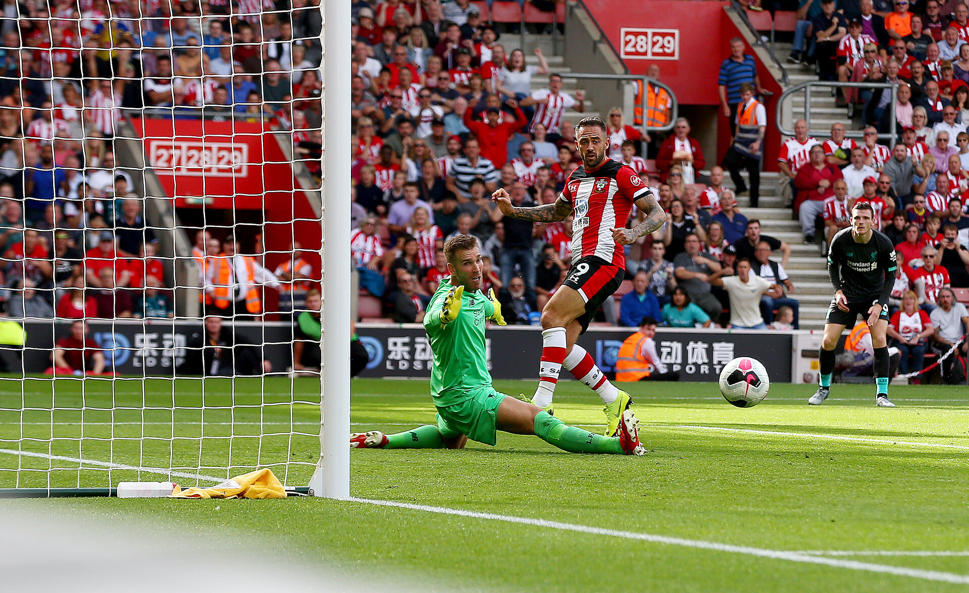 SOUTHAMPTON, ENGLAND - AUGUST 17: Danny Ings of Southampton looks to get on the end of a cross during the Premier League match between Southampton FC and Liverpool FC at St Mary's Stadium on August 17, 2019 in Southampton, United Kingdom. (Photo by Matt Watson/Southampton FC via Getty Images)