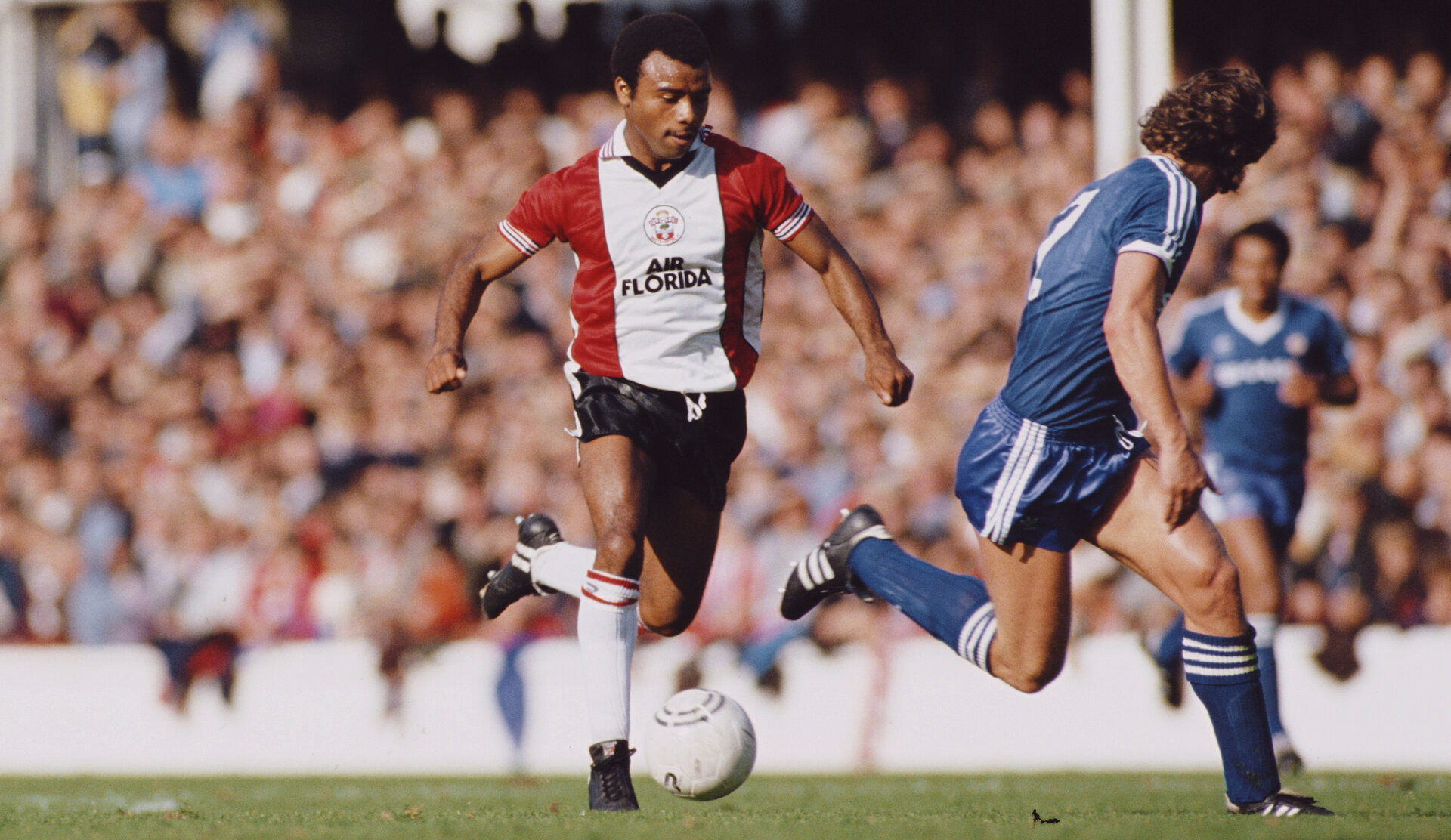 SOUTHAMPTON, UNITED KINGDOM - SEPTEMBER 17:  Southampton forward Danny Wallace runs at Manchester United full back  Mike Duxbury during a First Division game at The Dell on September 17, 1983 in Southampton, England.  (Photo Allsport/Getty Images)
