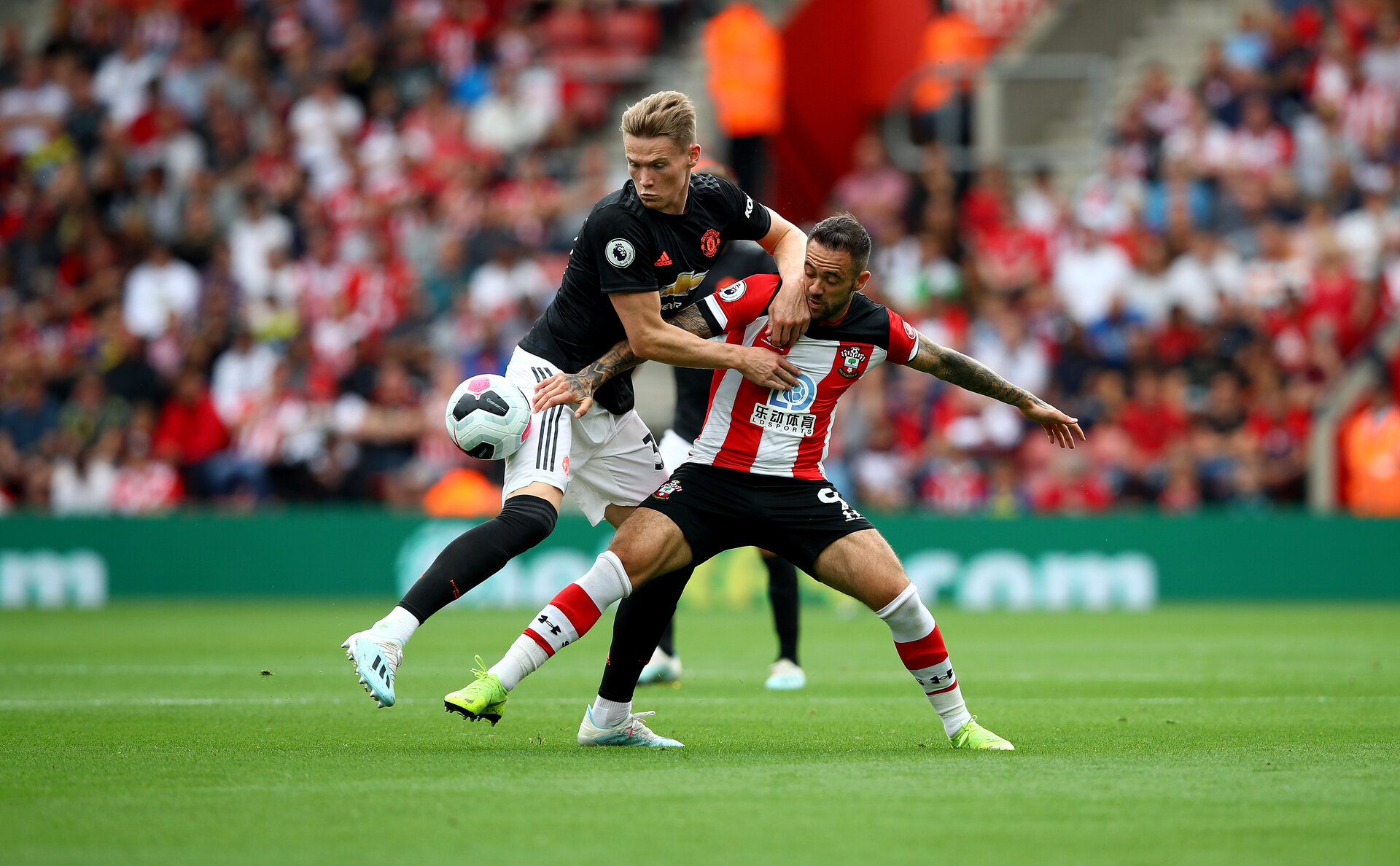 SOUTHAMPTON, ENGLAND - AUGUST 31: Scott McTominay(L) of Manchester United and Danny Ings(R) of Southampton during the Premier League match between Southampton FC and Manchester United at St Mary's Stadium on August 31, 2019 in Southampton, United Kingdom. (Photo by Matt Watson/Southampton FC via Getty Images)