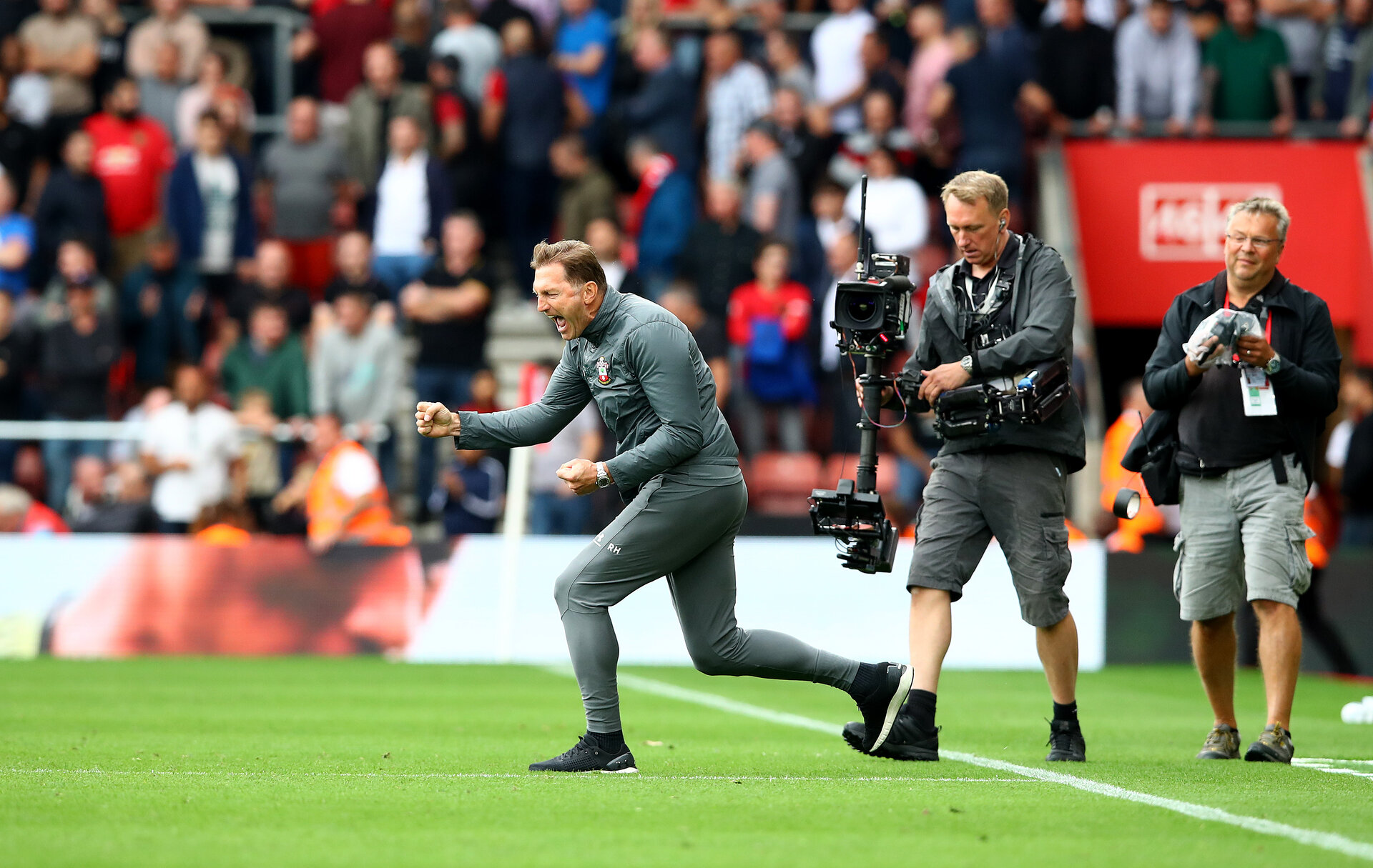 SOUTHAMPTON, ENGLAND - AUGUST 31: Ralph Hasenhuttl of Southampton celebrates at the final whistle during the Premier League match between Southampton FC and Manchester United at St Mary's Stadium on August 31, 2019 in Southampton, United Kingdom. (Photo by Matt Watson/Southampton FC via Getty Images)
