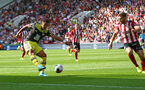 SHEFFIELD, ENGLAND - SEPTEMBER 14: Ché Adams of Southampton shoots at goal during the Premier League match between Sheffield United and Southampton FC at Bramall Lane on September 14, 2019 in Sheffield, United Kingdom. (Photo by Matt Watson/Southampton FC via Getty Images)