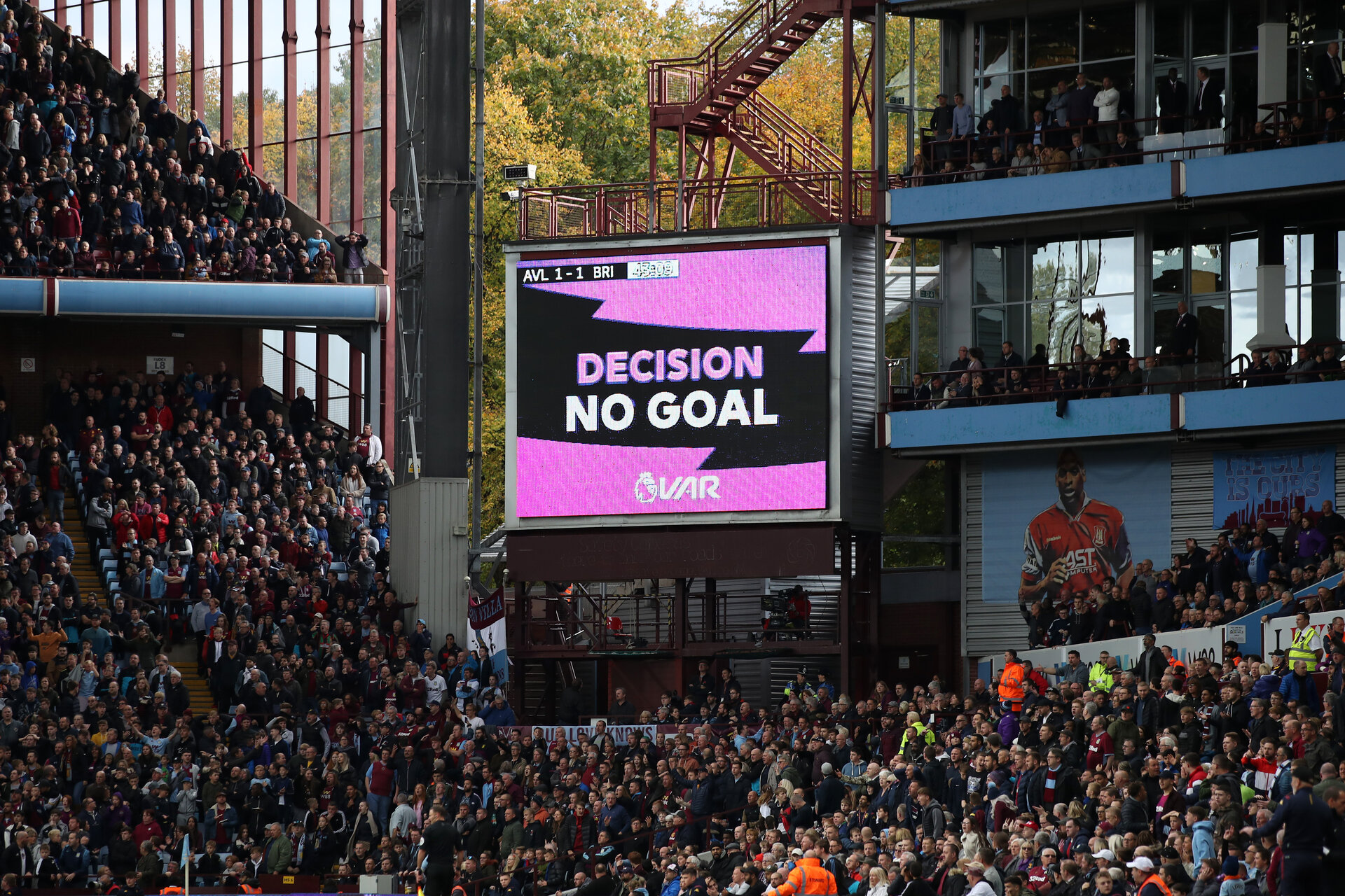 BIRMINGHAM, ENGLAND - OCTOBER 19: The big screen showing the decision of a no goal from VAR is seen during the Premier League match between Wolverhampton Wanderers and Southampton FC at Molineux on October 19, 2019 in Wolverhampton, United Kingdom. (Photo by Marc Atkins/Getty Images)