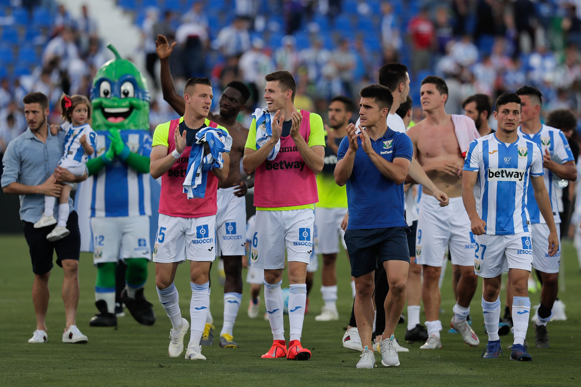 LEGANES, SPAIN - MAY 12: (From L to R) Deportivo Leganes players Ivan Cuellar, Rodrigo Tarin, Kenneth Omeruo, Gerard Gumbau, Unai Bustinza, Guido Marcelo Carrillo and Oscar Rodriguez Arnaiz acknowledges the audience after the La Liga match between CD Leganes and RCD Espanyol at Estadio Municipal de Butarque on May 12, 2019 in Leganes, Spain. (Photo by Gonzalo Arroyo Moreno/Getty Images)