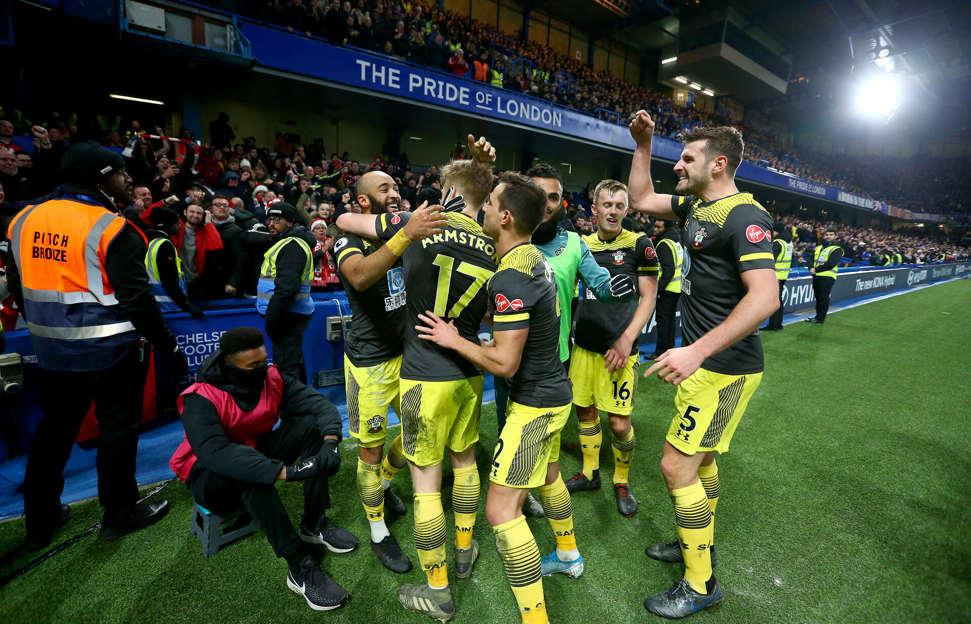 LONDON, ENGLAND - DECEMBER 26: Nathan Redmond(L) of Southampton celebrates with his team mates after scoring his teams second goal during the Premier League match between Chelsea FC and Southampton FC at Stamford Bridge on December 26, 2019 in London, United Kingdom. (Photo by Matt Watson/Getty Images)
