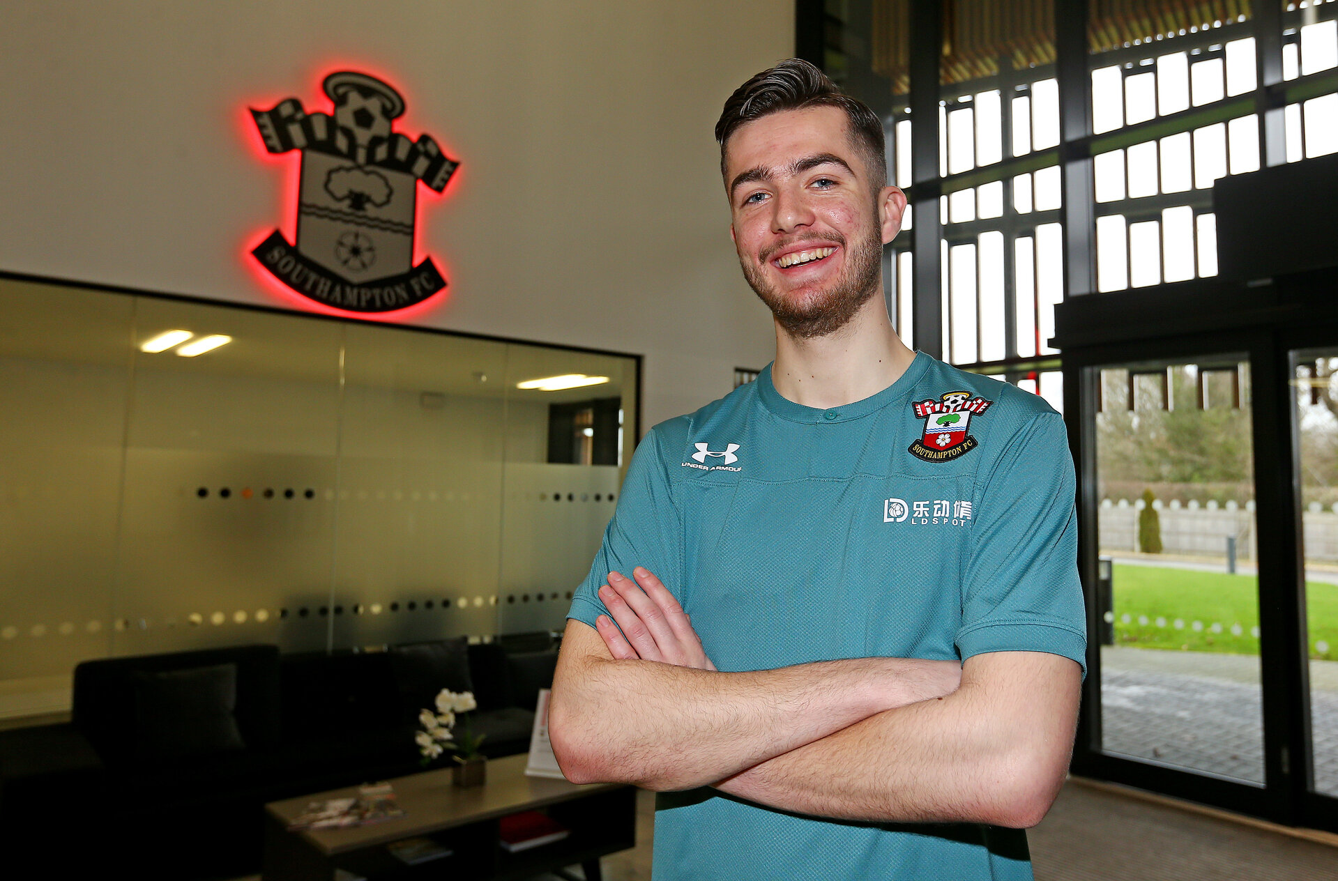 SOUTHAMPTON, ENGLAND - JANUARY 24: Academy goalkeeper Kingsley Latham signs a new contract, pictured at the Staplewood Campus on January 24, 2020 in Southampton, England. (Photo by Matt Watson/Southampton FC via Getty Images)