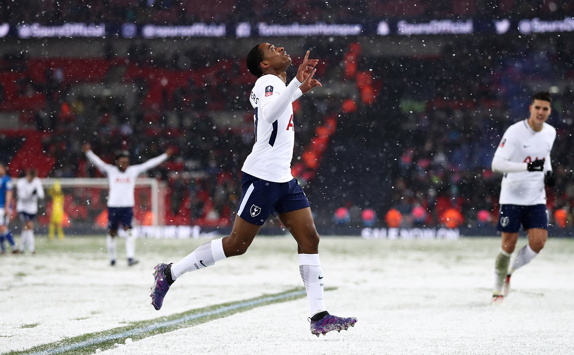 LONDON, ENGLAND - FEBRUARY 28:  Kyle Walker-Peters of Tottenham celebrates after scoring his team's sixth goal during The Emirates FA Cup Fifth Round Replay match between Tottenham Hotspur and Rochdale on February 28, 2018 in London, United Kingdom.  (Photo by Catherine Ivill/Getty Images)