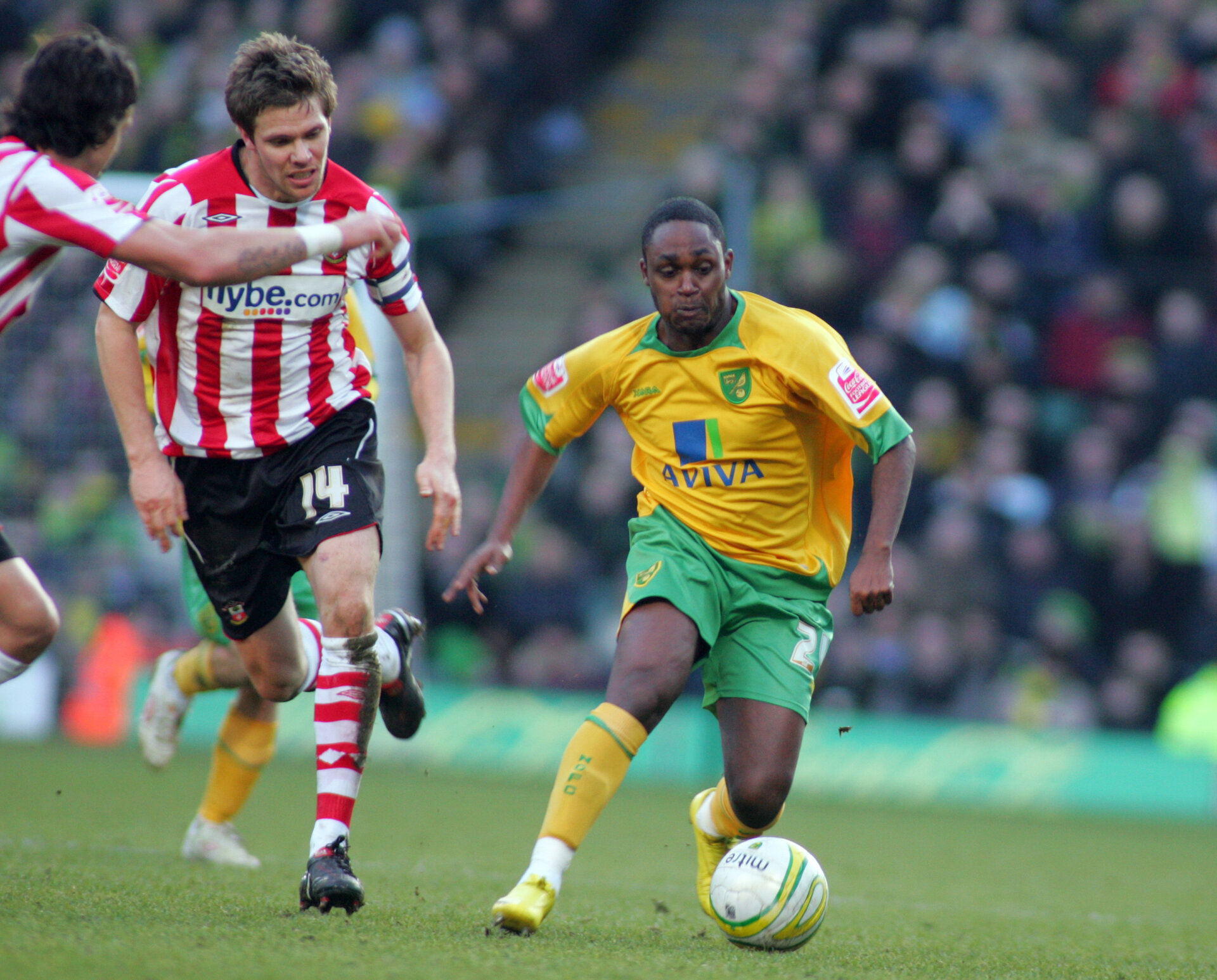 Football - Norwich City v Southampton - Coca-Cola Football League One - Carrow Road - 09/10 - 20/2/10  Anthony McNamee (R) - Norwich City in action against Dean Hammond - Southampton  Mandatory Credit: Action Images / David Field Football - Norwich City v Southampton - Coca-Cola Football League One - Carrow Road - 09/10 - 20/2/10 Anthony McNamee (R) - Norwich City in action against Dean Hammond - Southampton Mandatory Credit: Action Images / David Field