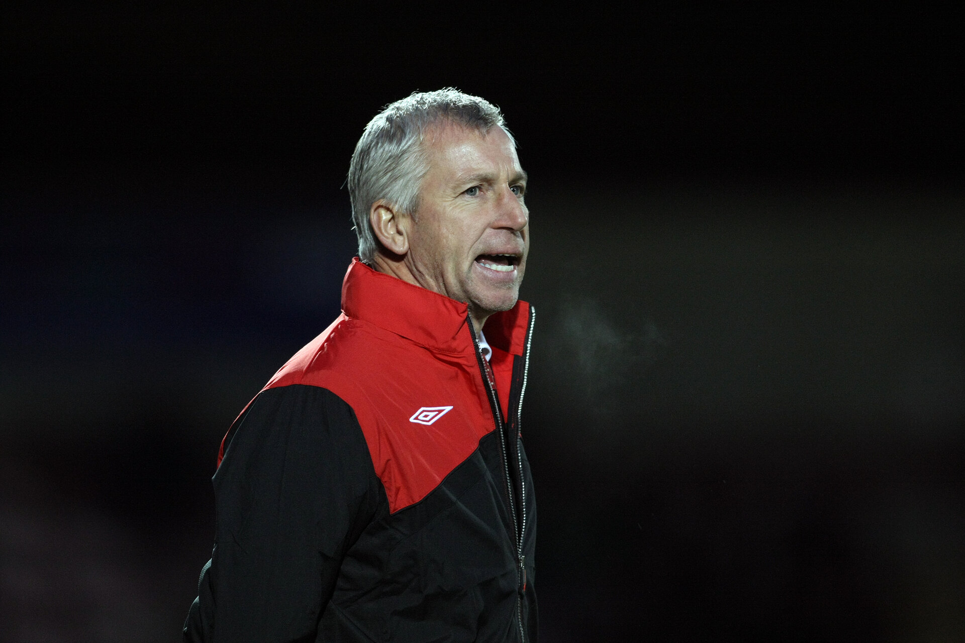 NORTHAMPTON, ENGLAND - NOVEMBER 28:  Southampton manager Alan Pardew looks on during the FA Cup sponsored by e.on Second Round Match between Northampton Town and Southampton at Sixfields Stadium on November 28, 2009 in Northampton, England. (Photo by Pete Norton/Getty Images)