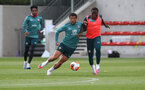 SOUTHAMPTON, ENGLAND - JUNE 05: Ché Adams(L) and Michael Obafemi during a Southampton FC training session at the Staplewood Campus on June 05, 2020 in Southampton, England. (Photo by Matt Watson/Southampton FC via Getty Images)