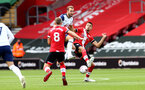 SOUTHAMPTON, ENGLAND - SEPTEMBER 20: Harry Kane(L)of Tottenham Hotspur and Jan Bednarek(R) of Southampton during the Premier League match between Southampton and Tottenham Hotspur at St Mary's Stadium on September 20, 2020 in Southampton, United Kingdom. (Photo by Matt Watson/Southampton FC via Getty Images)