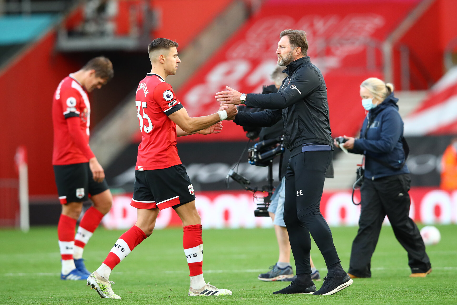 SOUTHAMPTON, ENGLAND - OCTOBER 25: Jan Bednarek(L) and Ralph Hasenhuttl(R) of Southampton during the Premier League match between Southampton and Everton at St Mary's Stadium on October 25, 2020 in Southampton, England. Sporting stadiums around the UK remain under strict restrictions due to the Coronavirus Pandemic as Government social distancing laws prohibit fans inside venues resulting in games being played behind closed doors. (Photo by Matt Watson/Southampton FC via Getty Images)