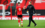 SOUTHAMPTON, ENGLAND - OCTOBER 25: Danny Ings(L) and Ralph Hasenhüttl of  during the Premier League match between Southampton and Everton at St Mary's Stadium on October 25, 2020 in Southampton, England. Sporting stadiums around the UK remain under strict restrictions due to the Coronavirus Pandemic as Government social distancing laws prohibit fans inside venues resulting in games being played behind closed doors. (Photo by Matt Watson/Southampton FC via Getty Images)