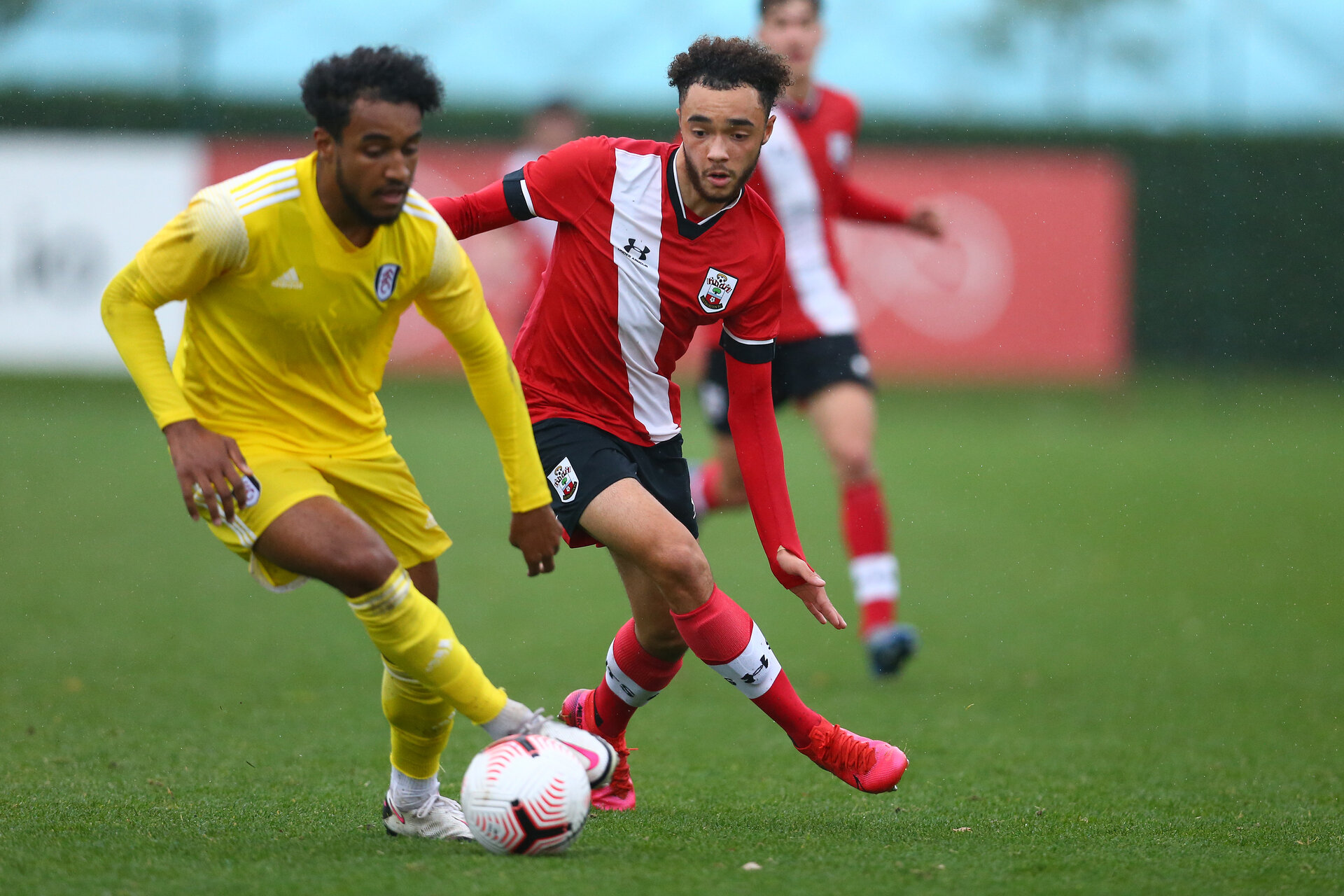 SOUTHAMPTON, ENGLAND - OCTOBER 31: Jayden Smith(R) of Southampton during the Premier League U18s match between Southampton U18s and Fulham FC at Staplewood Training Ground on October 31, 2020 in Southampton, England. (Photo by Isabelle Field/Southamtpon FC)