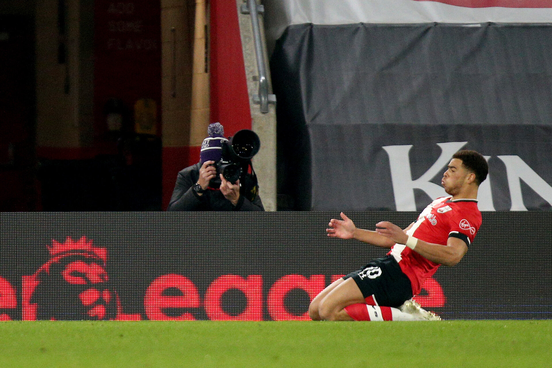 SOUTHAMPTON, ENGLAND - NOVEMBER 06: Ché Adams of goal celebration during the Premier League match between Southampton and Newcastle United at St Mary's Stadium on November 06, 2020 in Southampton, England. Sporting stadiums around the UK remain under strict restrictions due to the Coronavirus Pandemic as Government social distancing laws prohibit fans inside venues resulting in games being played behind closed doors. (Photo by Matt Watson/Southampton FC via Getty Images)