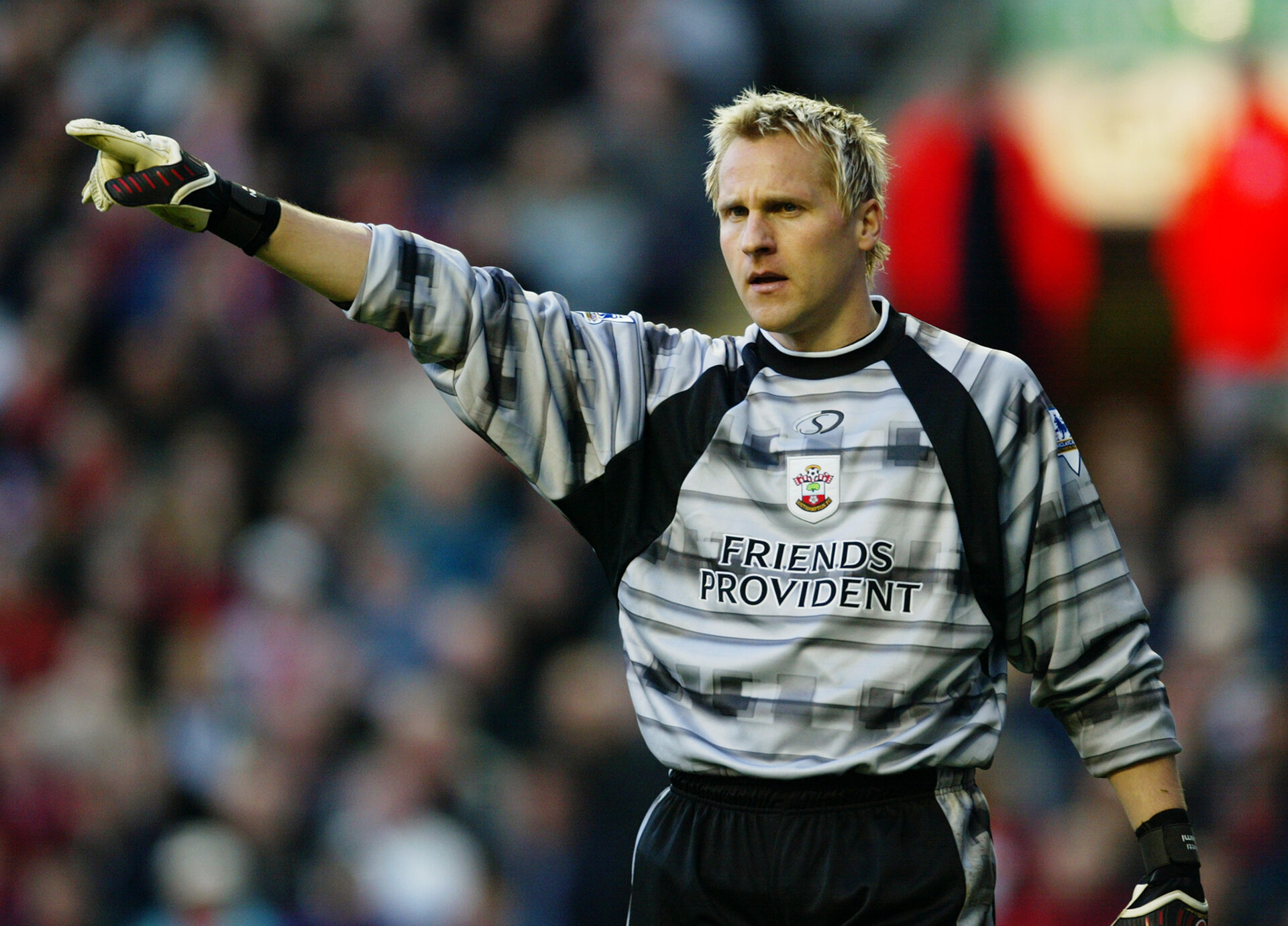 LIVERPOOL - DECEMBER 13:  Antti Niemi of Southampton signals to a team mate during the FA Barclaycard Premiership match between Liverpool and Southampton on December 13, 2003 at Anfield in Liverpool, England.  Southampton won the match 2-1.  (Photo by Gary M.Prior/Getty Images)