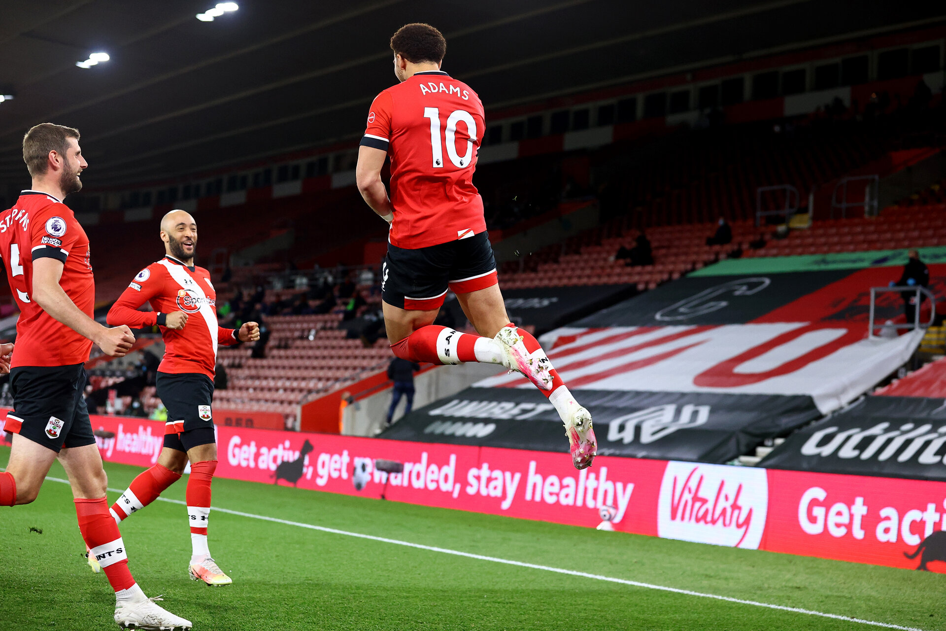 SOUTHAMPTON, ENGLAND - MAY 11: Che Adams(R) of Southampton after scoring during the Premier League match between Southampton and Crystal Palace at St Mary's Stadium on May 11, 2021 in Southampton, England. Sporting stadiums around the UK remain under strict restrictions due to the Coronavirus Pandemic as Government social distancing laws prohibit fans inside venues resulting in games being played behind closed doors.  (Photo by Matt Watson/Southampton FC via Getty Images)