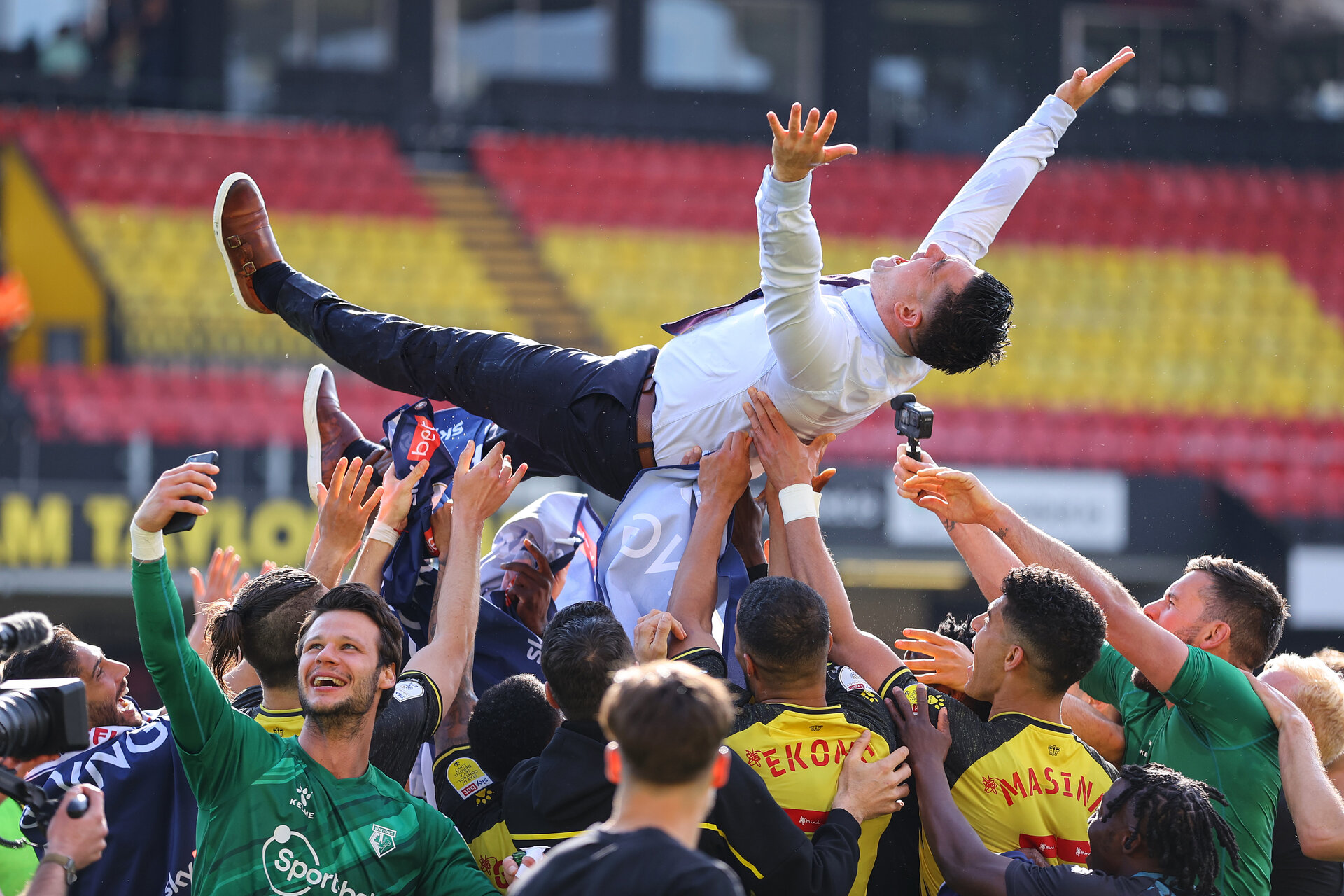 WATFORD, ENGLAND - APRIL 24: Xisco Munoz, Head Coach of Watford is thrown into the air by Players of Watford as their side are Promoted to the Premier Leagueduring the Sky Bet Championship match between Watford and Millwall at Vicarage Road on April 24, 2021 in Watford, England. Sporting stadiums around the UK remain under strict restrictions due to the Coronavirus Pandemic as Government social distancing laws prohibit fans inside venues resulting in games being played behind closed doors. (Photo by Richard Heathcote/Getty Images)